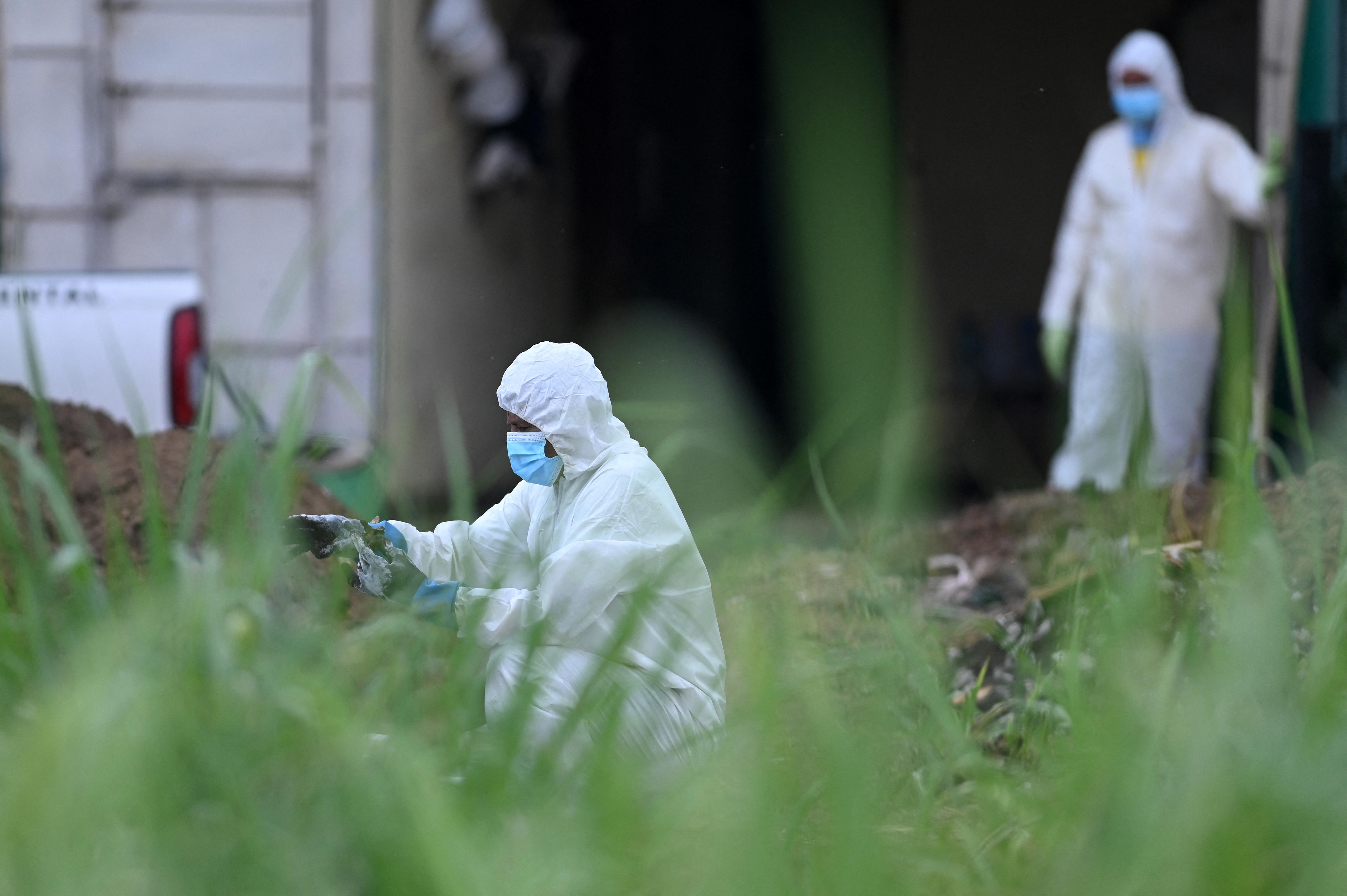 24 holttest került elő egy salvadori exrendőr kertjéből