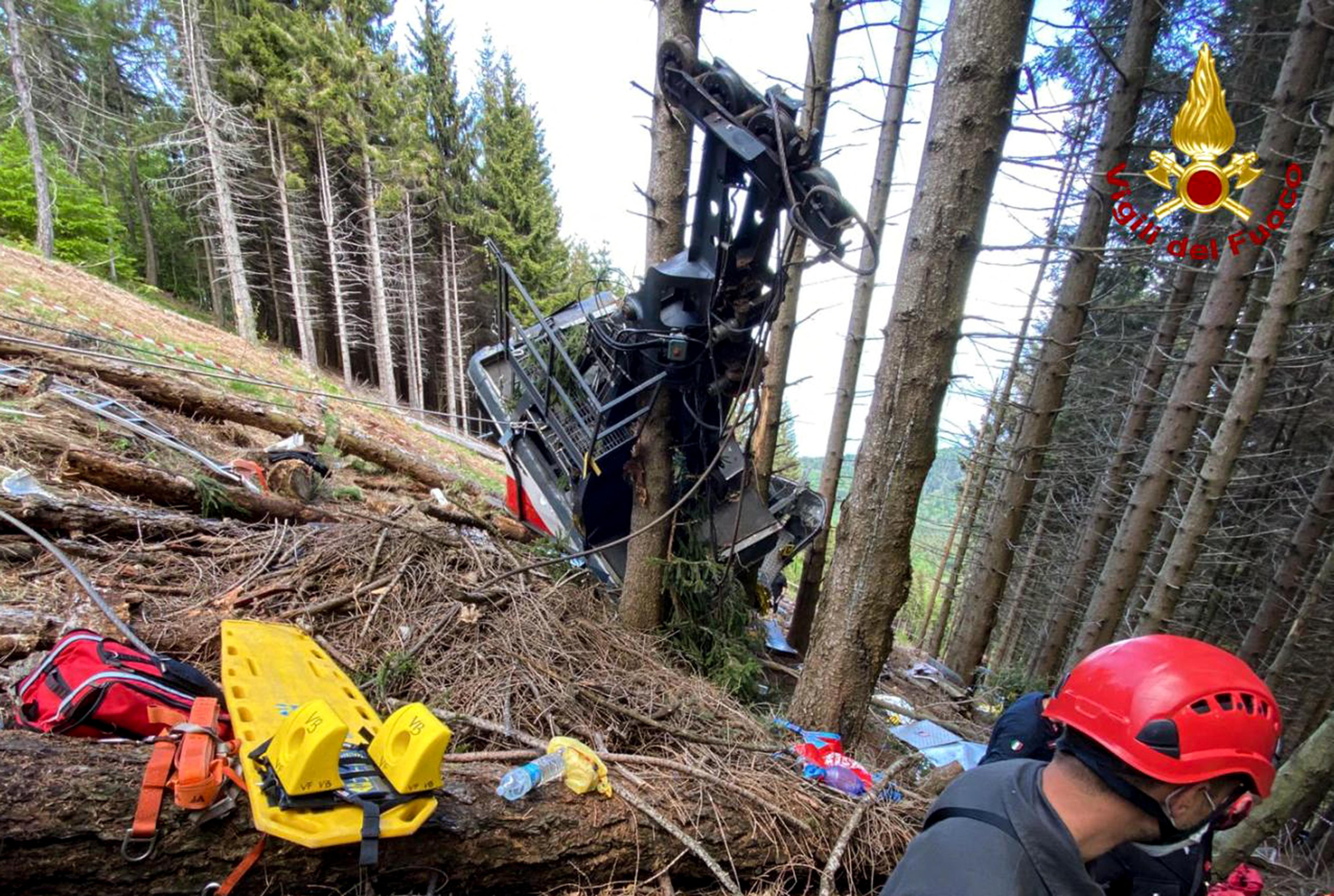 100 métert zuhant egy olaszországi felvonó fülkéje, legalább 12 ember meghalt