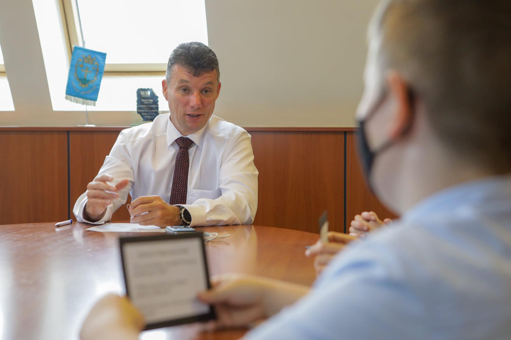 Dunakeszi polgármestere a CSOK-ot is felvette, hogy saját családi cégétől vegyen lakásokat