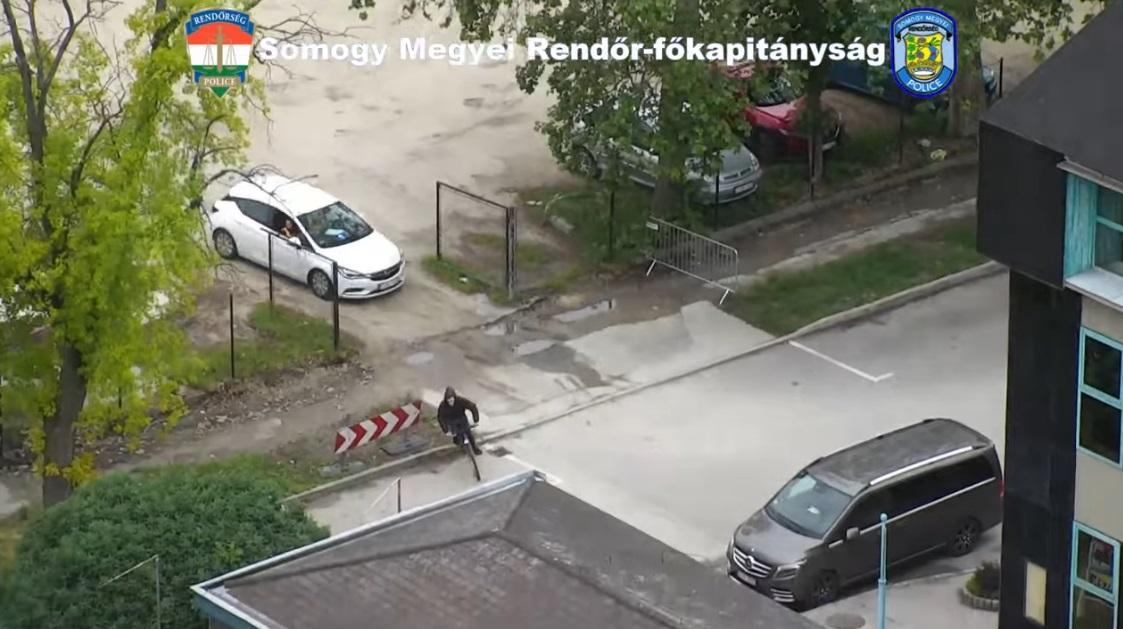 Drónnal üldöztek a rendőrök egy betépett bringást Siófokon