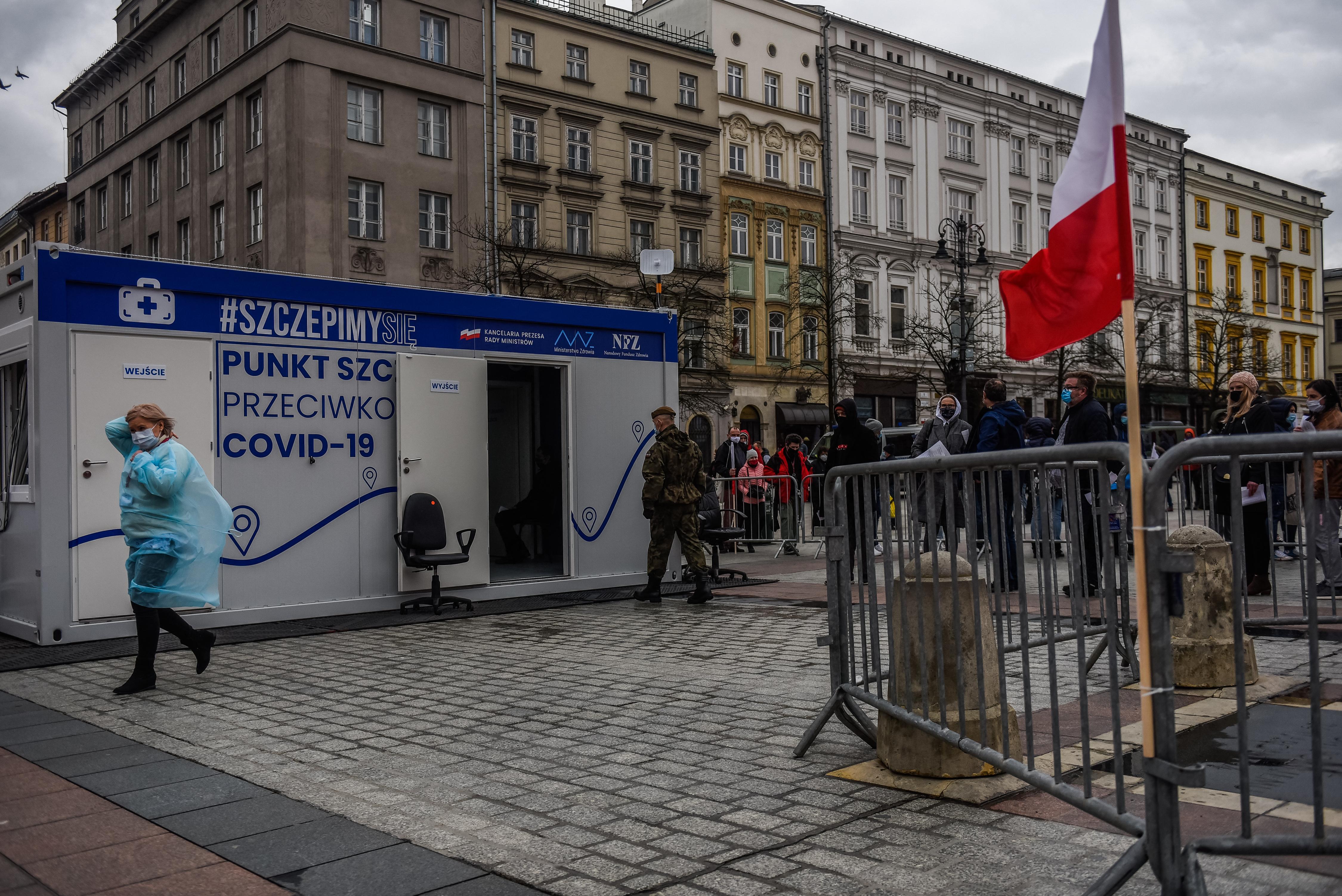 Vakcinalottót indít a lengyel kormány, hogy magasabbra tornázza az átoltottságot