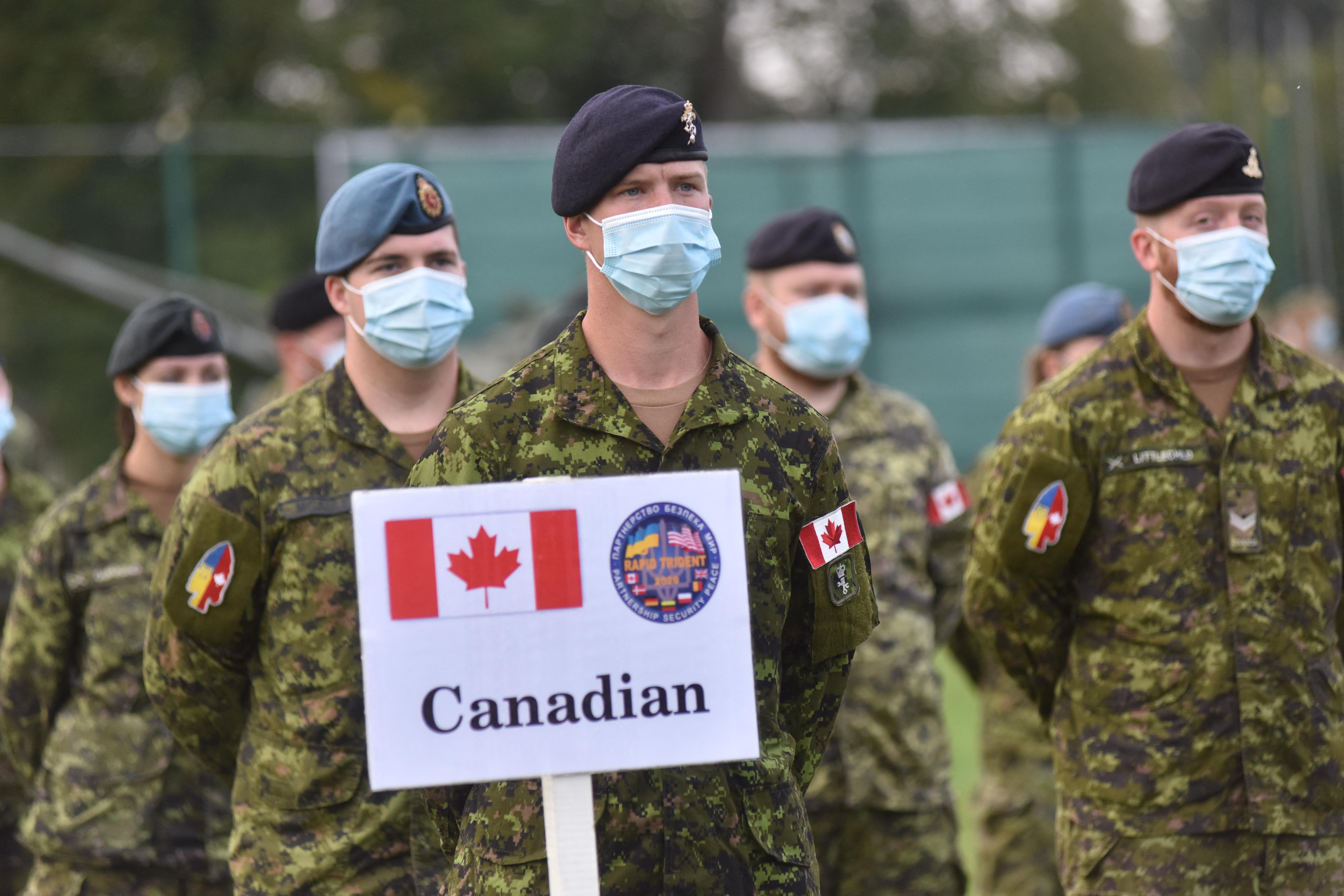 Zendüléssel vádolnak egy kanadai tartalékos katonát, mert felszólalt a vakcinák ellen