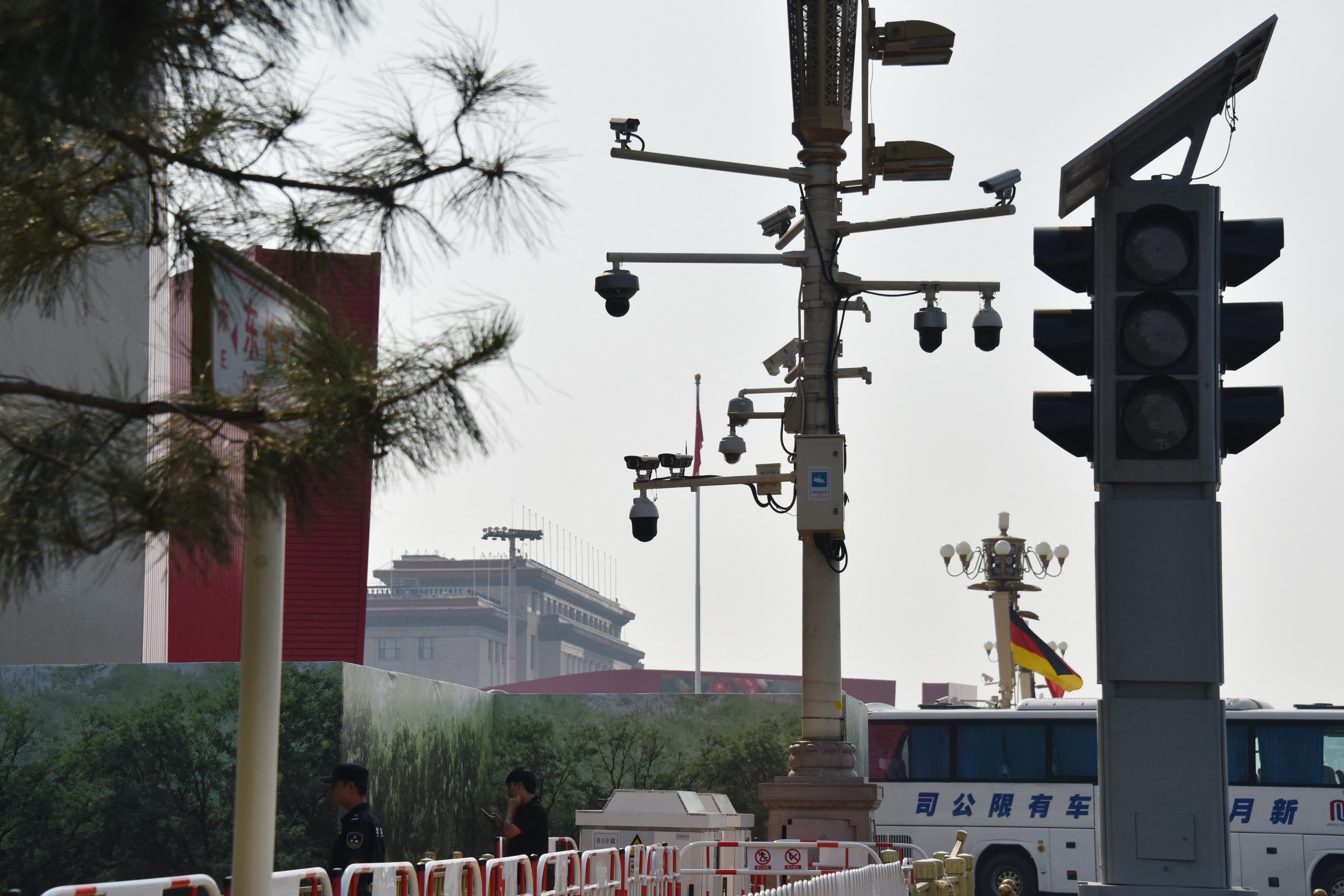 A Canon kínai leányvállalata mosolyfelismerős kamerákkal kényszeríti ki a dolgozóiból a vidámságot