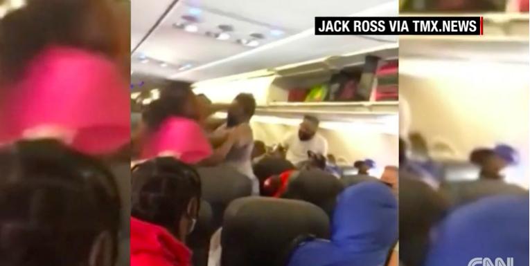 9,5 millióra büntették az utast, aki piásüveggekkel dobálta a stewardesst, 4,7-re azt, aki a táskájával verte az utaskísérőt