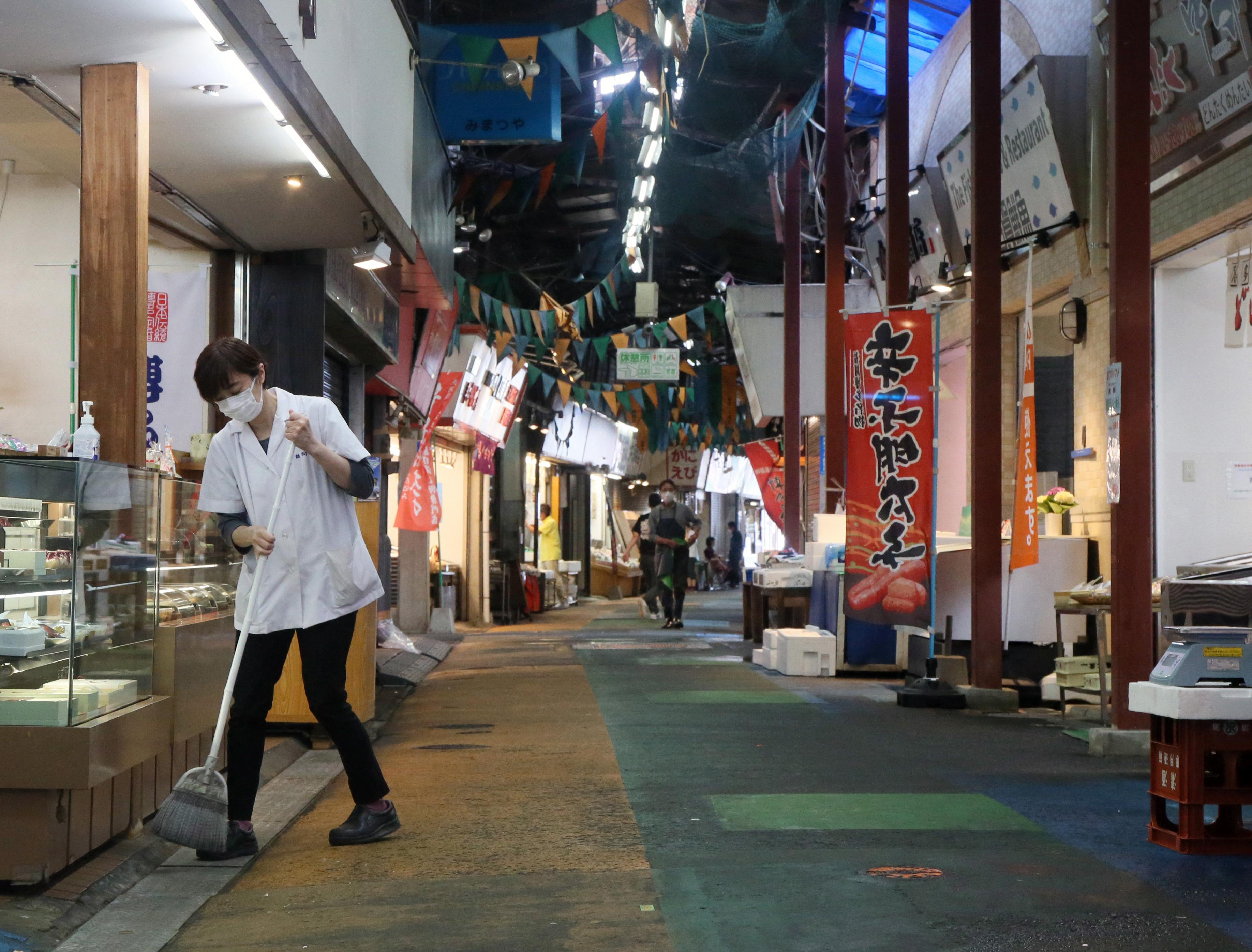 Meghosszabbították a vészhelyzetet Tokióban és nyolc másik prefektúrában