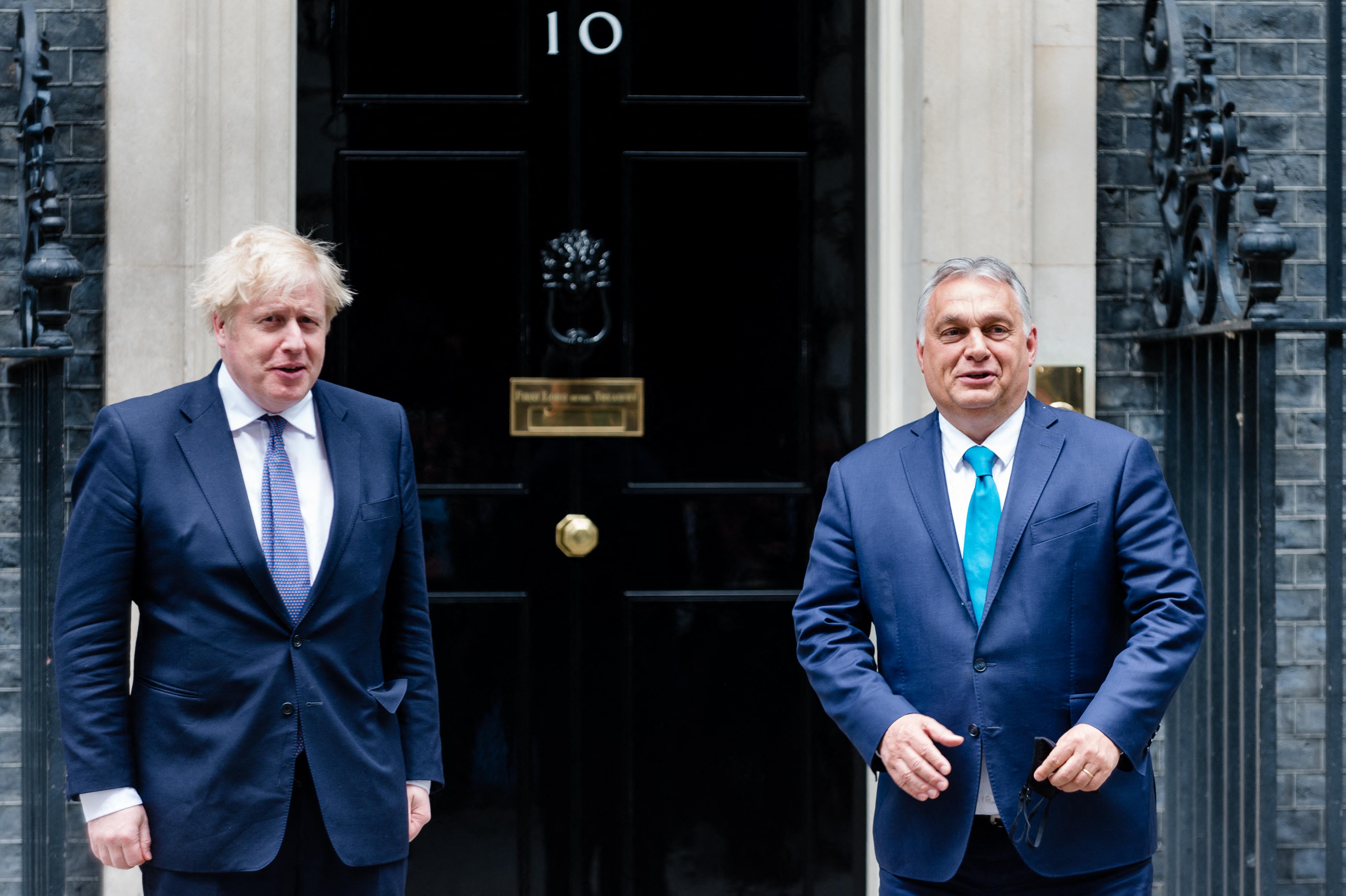 Johnson aggályait fejezte ki Orbánnak a magyar sajtószabadsággal és az LMBTQ-jogokkal kapcsolatban
