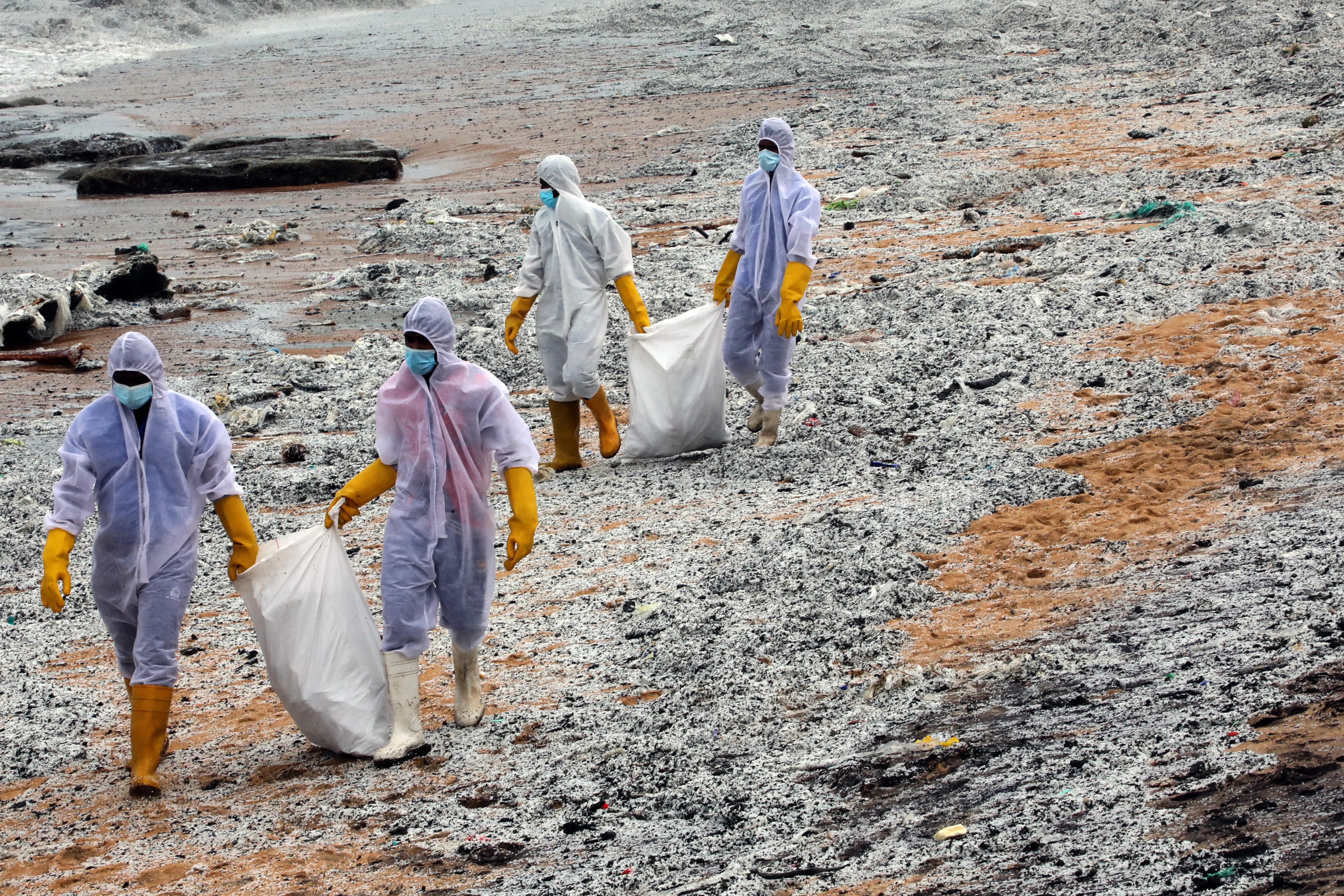 Súlyos környezeti katasztrófát okozhat a kigyulladt teherhajó Srí Lankán