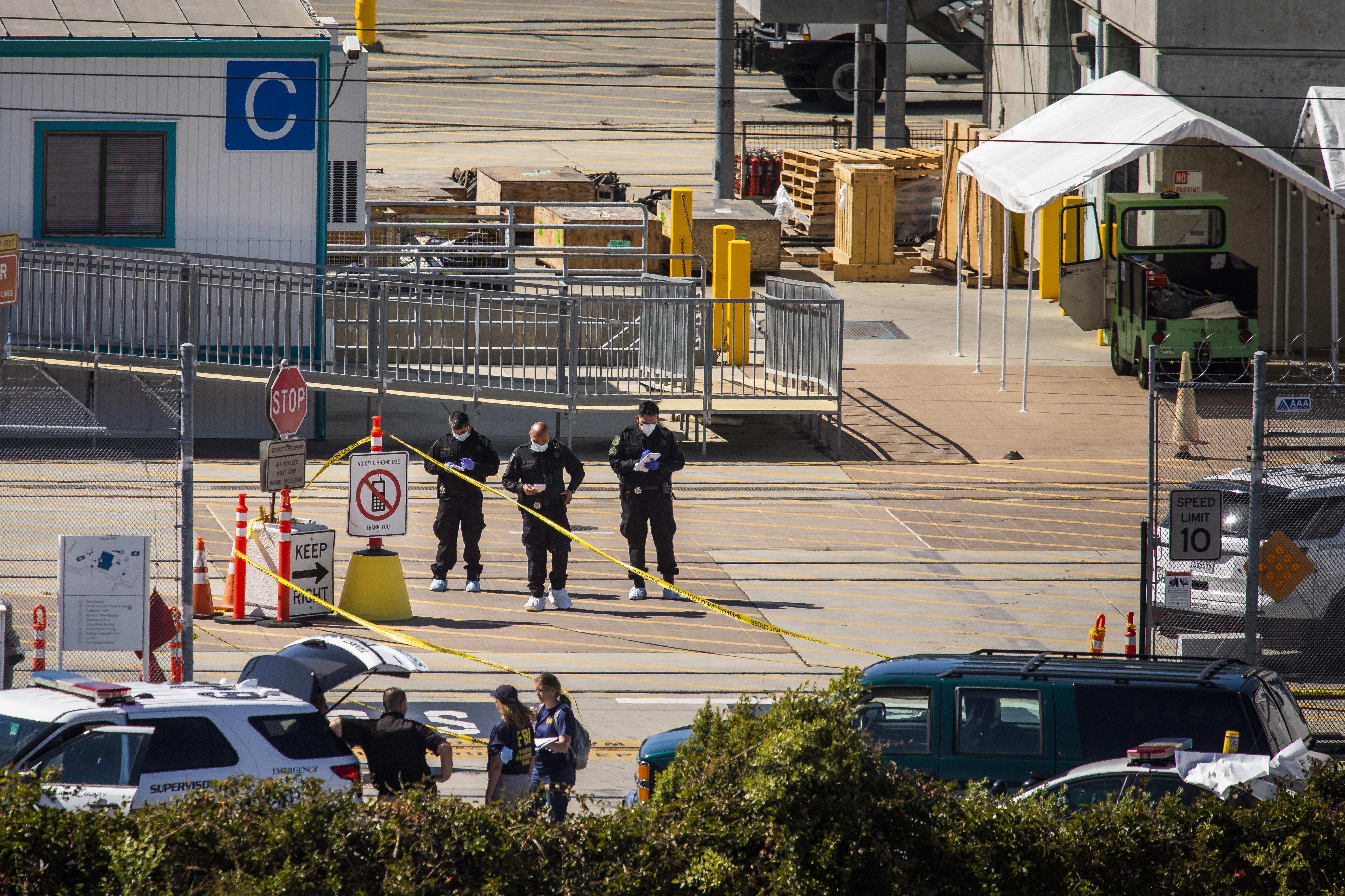 22 ezer töltényt, tucatnyi fegyvert és robbanóanyagokat találtak a San Jose-i tömeggyilkos házában