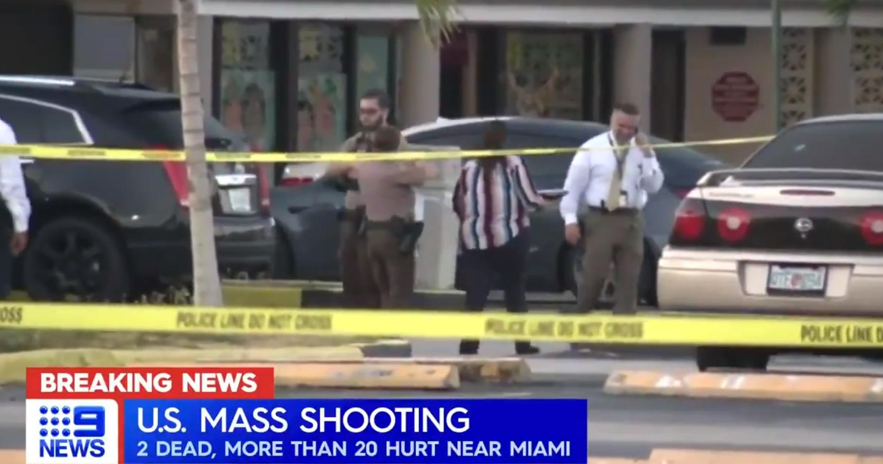 A tömegbe lőttek egy floridai klub előtt, legalább ketten meghaltak