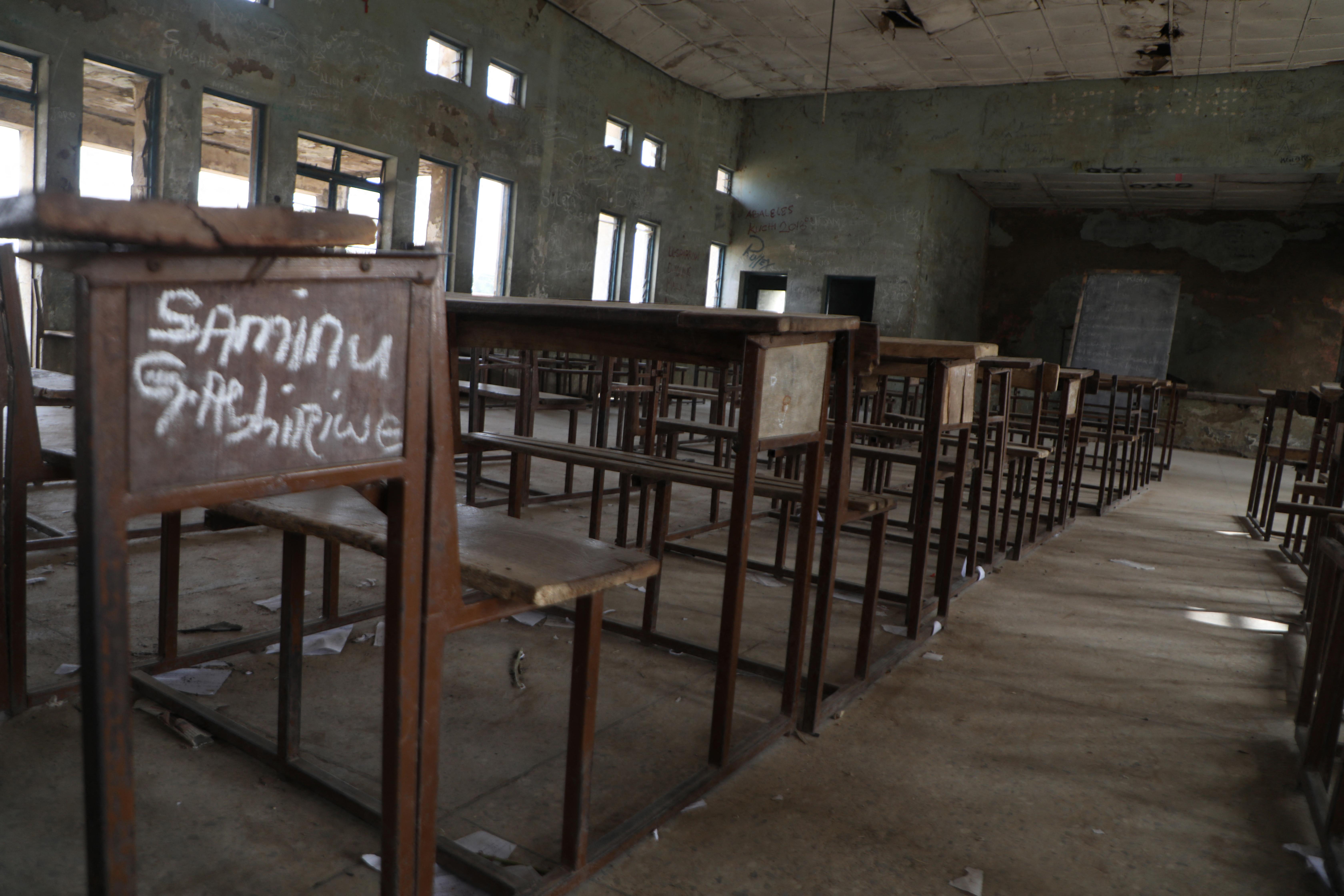 Több mint 100 diákot raboltak el egy nigériai iskolából