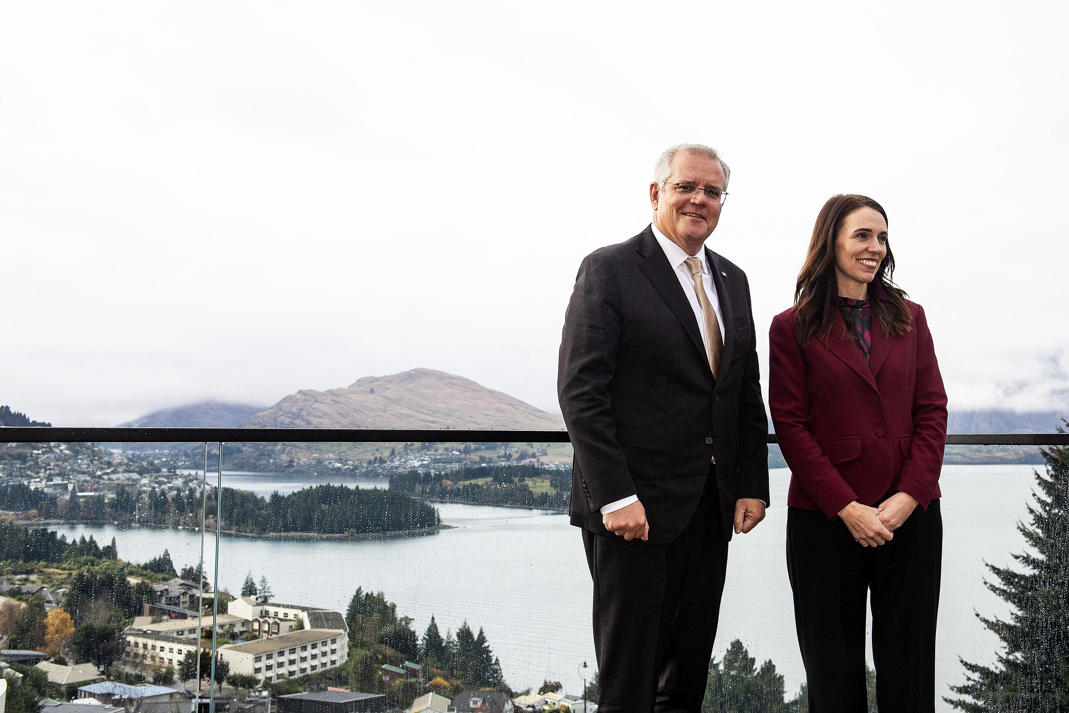 Peking élesen elítélte az ausztrál és az új-zélandi miniszterelnök közös nyilatkozatát