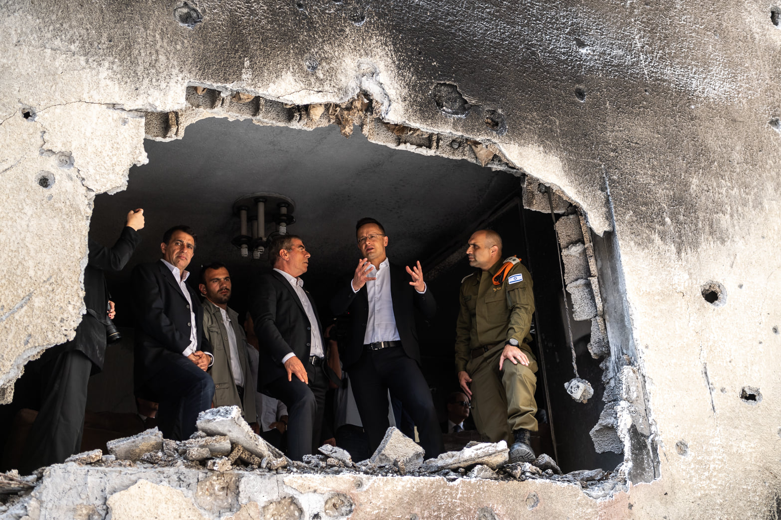 Szijjártó: Magyarország mobil és taktikai óvóhelyek gyártásával izraeliek ezreinek a biztonságát fogja elősegíteni