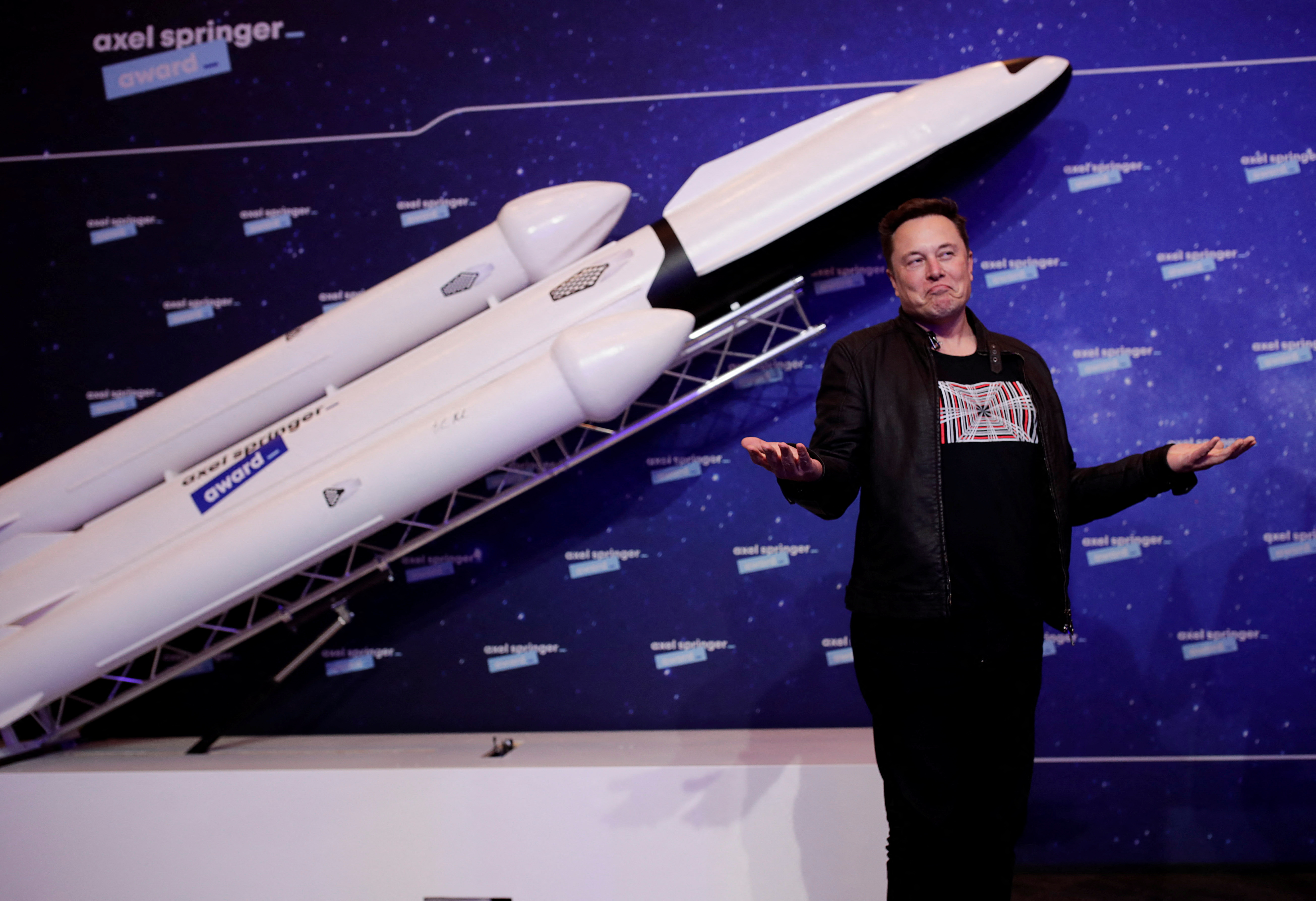 Állami milliárdokért megy az űrverseny Jeff Bezos és Elon Musk között