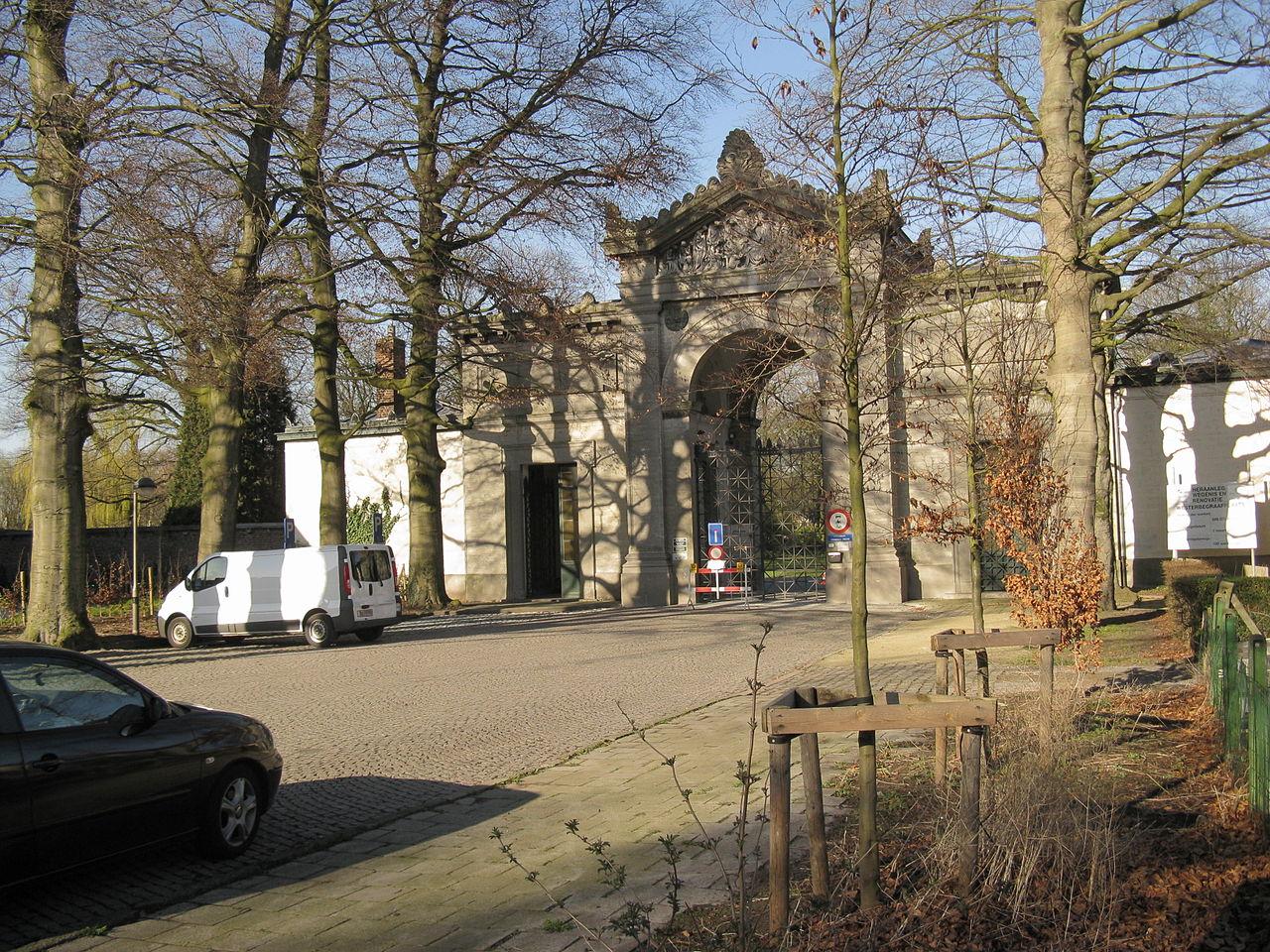 Öten erőszakoltak meg egy 14 éves lányt egy temetőben Belgiumban