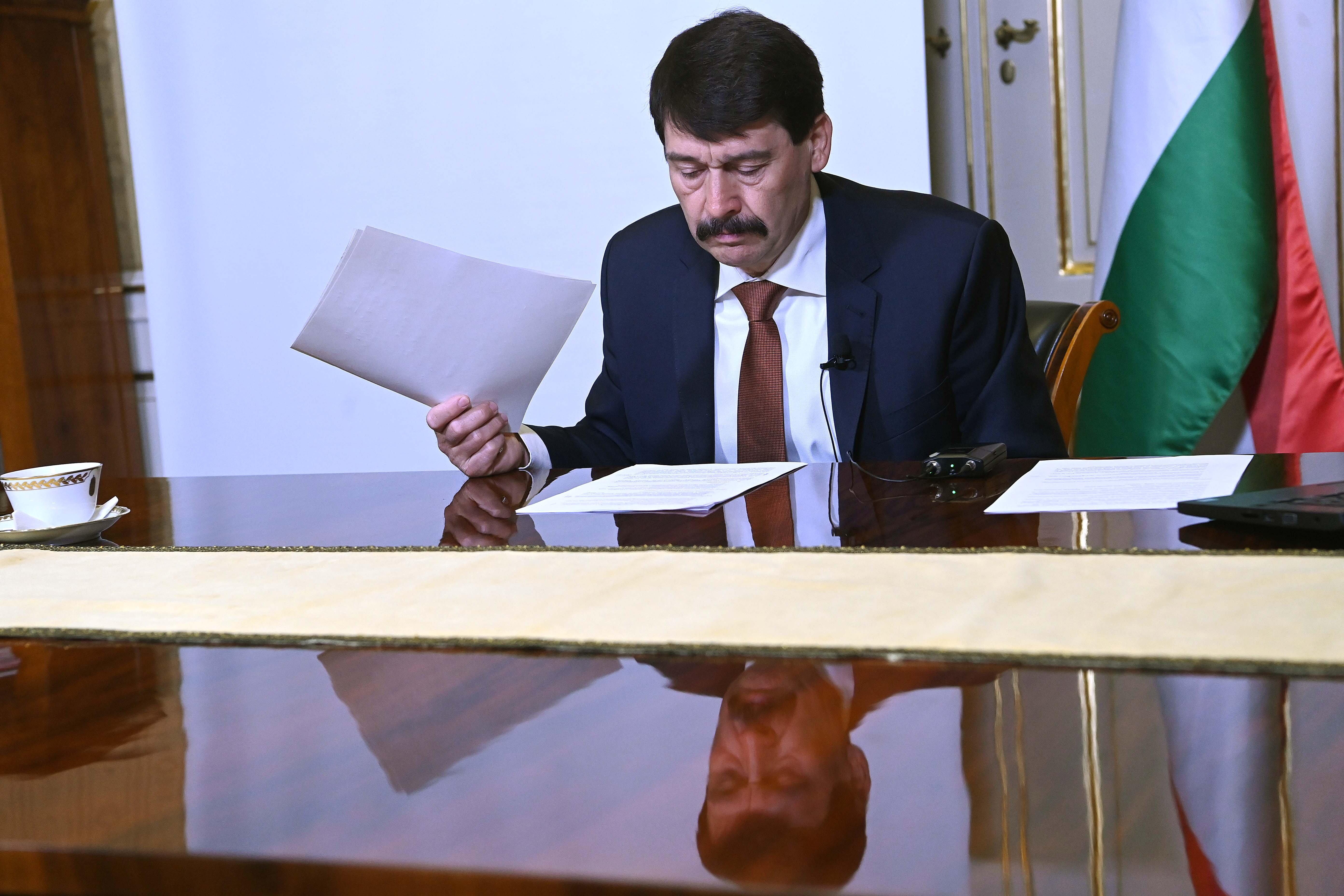 Áder visszadobott egy törvényt a parlamentnek egy technikai hiba miatt