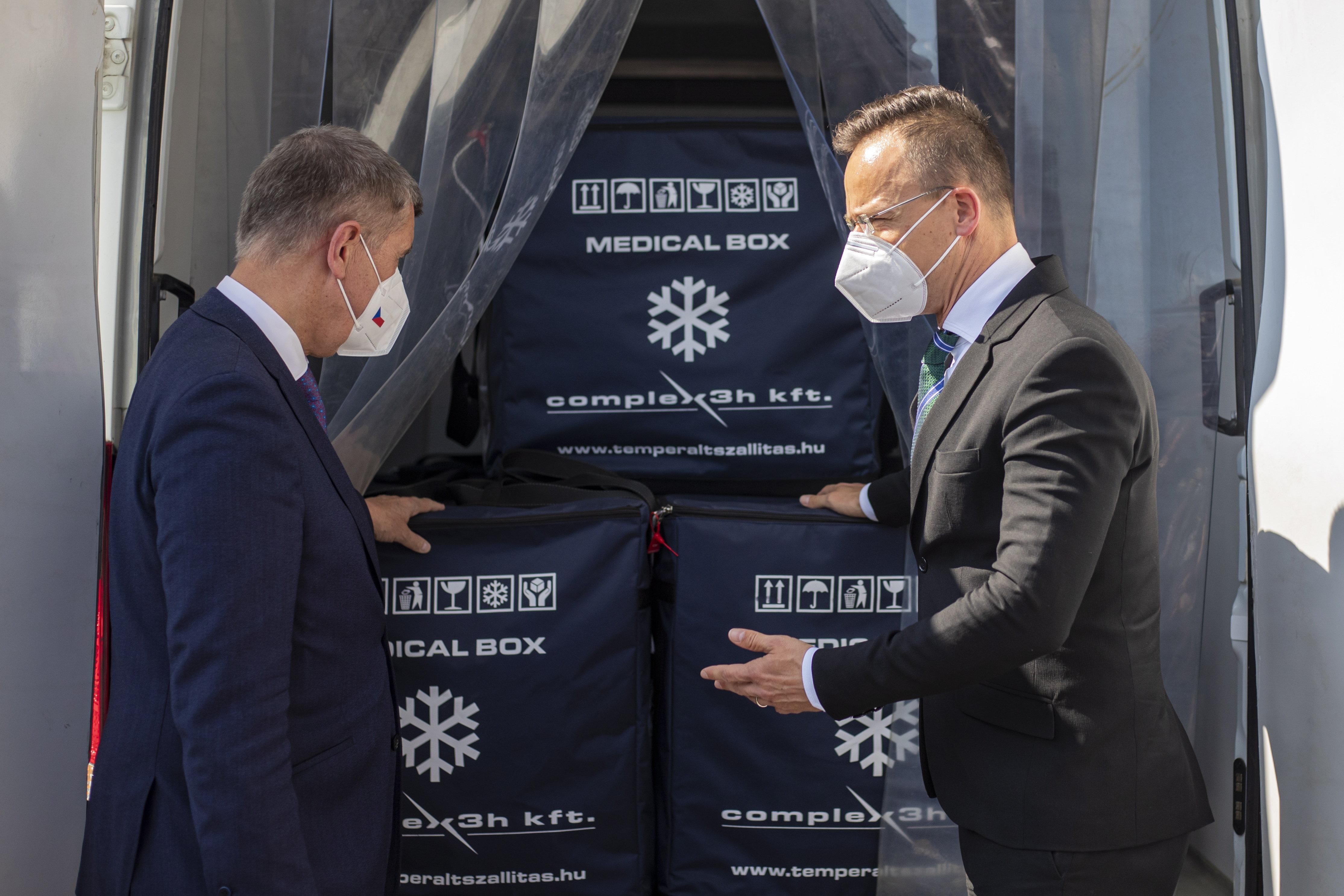 41 ezer adag Pfizert adott kölcsön Magyarország Csehországnak