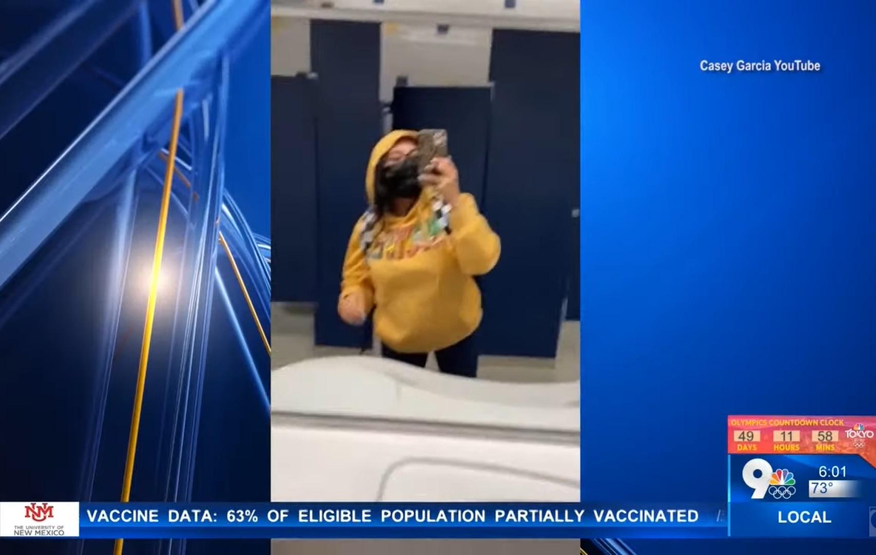 Egy texasi anyuka a 13 éves lányának adta ki magát, így ült bent majdnem egy egész napot a hetedik osztályban