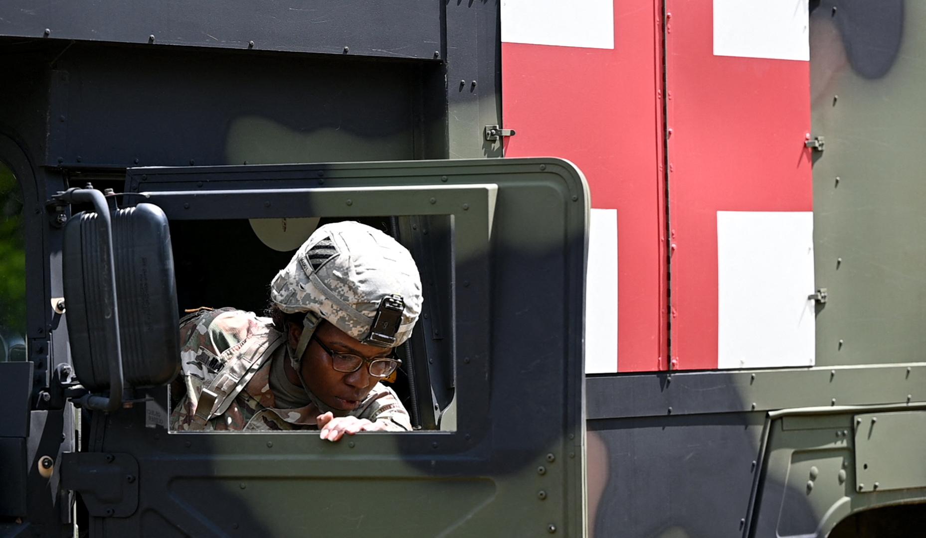 Hosszú katonai konvojok lassíthatják a forgalmat szombatig