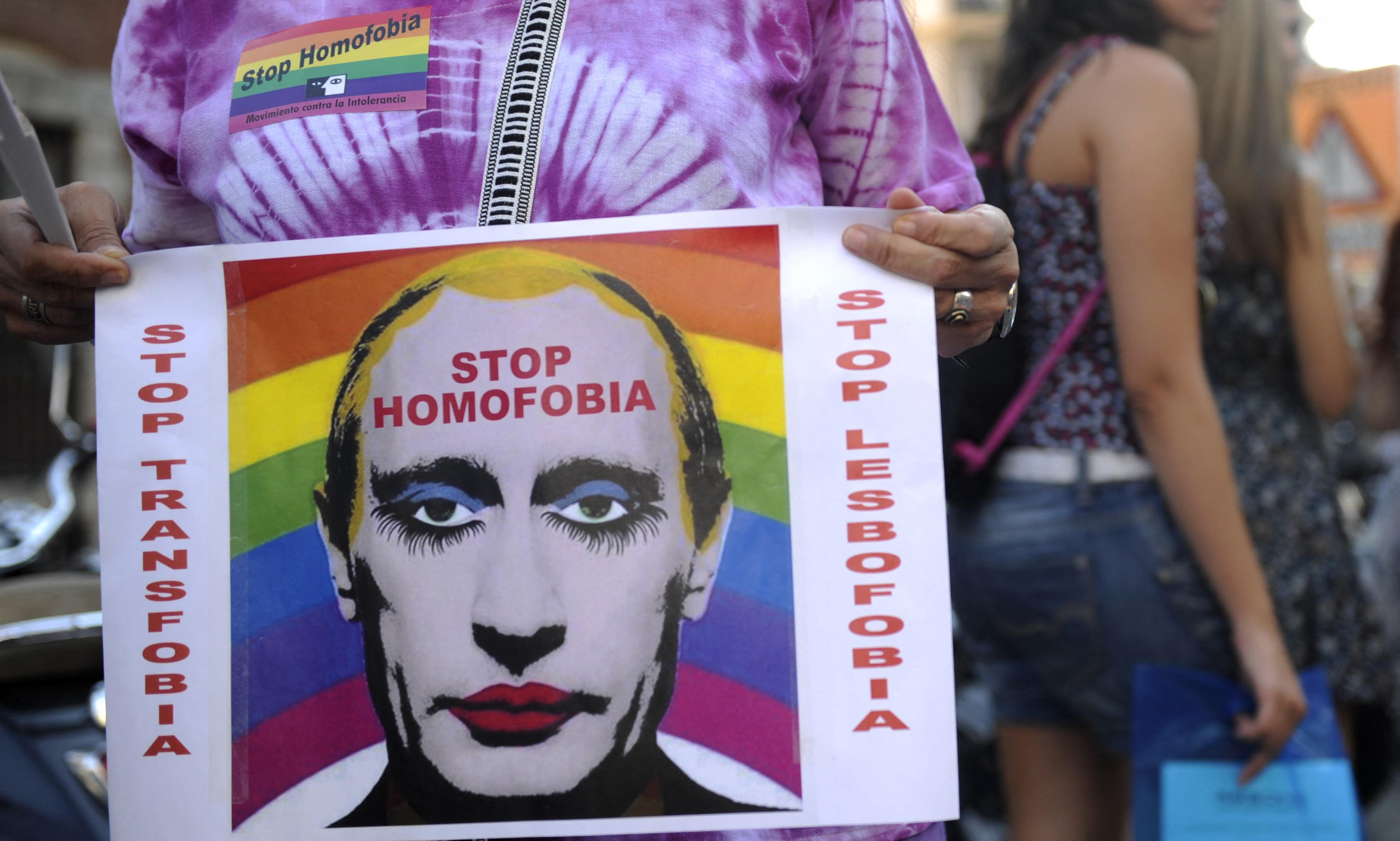 Orosz mintára indít homofób kampányt a kormány, az iskolákból kitilthatják a nem megfelelő szervezeteket