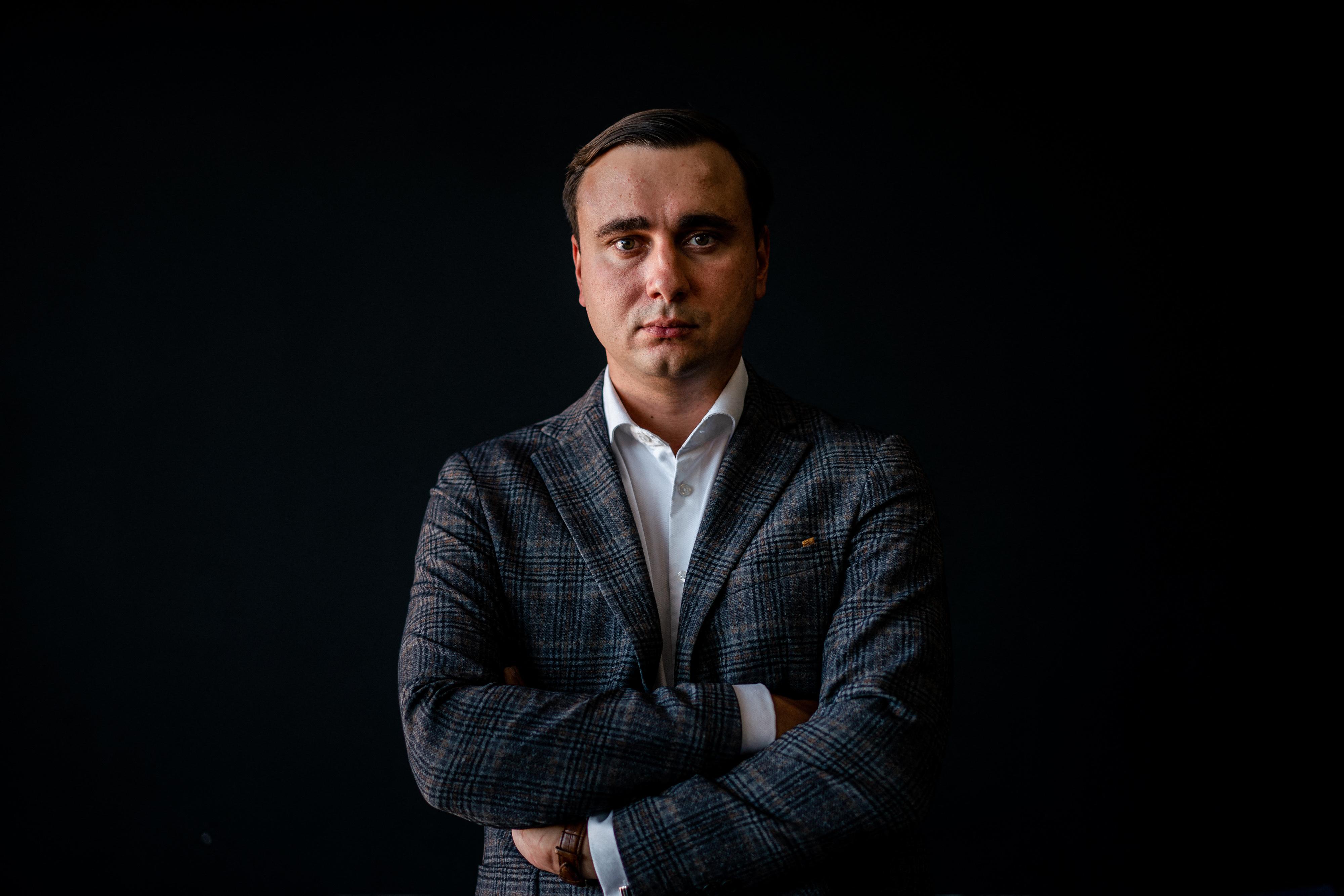 Körözik az orosz hatóságok Navalnij betiltott alapítványának igazgatóját