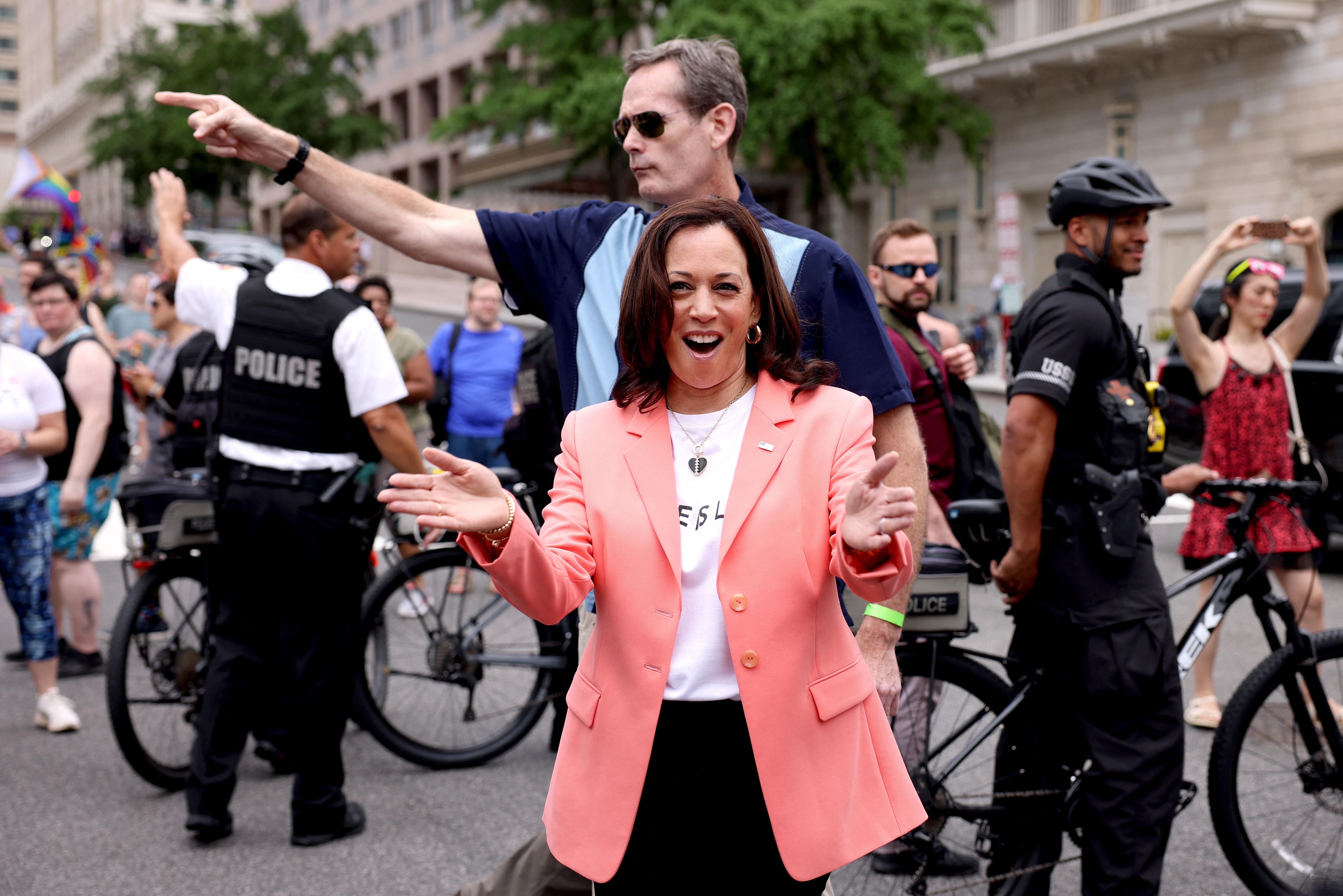 Kamala Harris kiment a Pride-ra