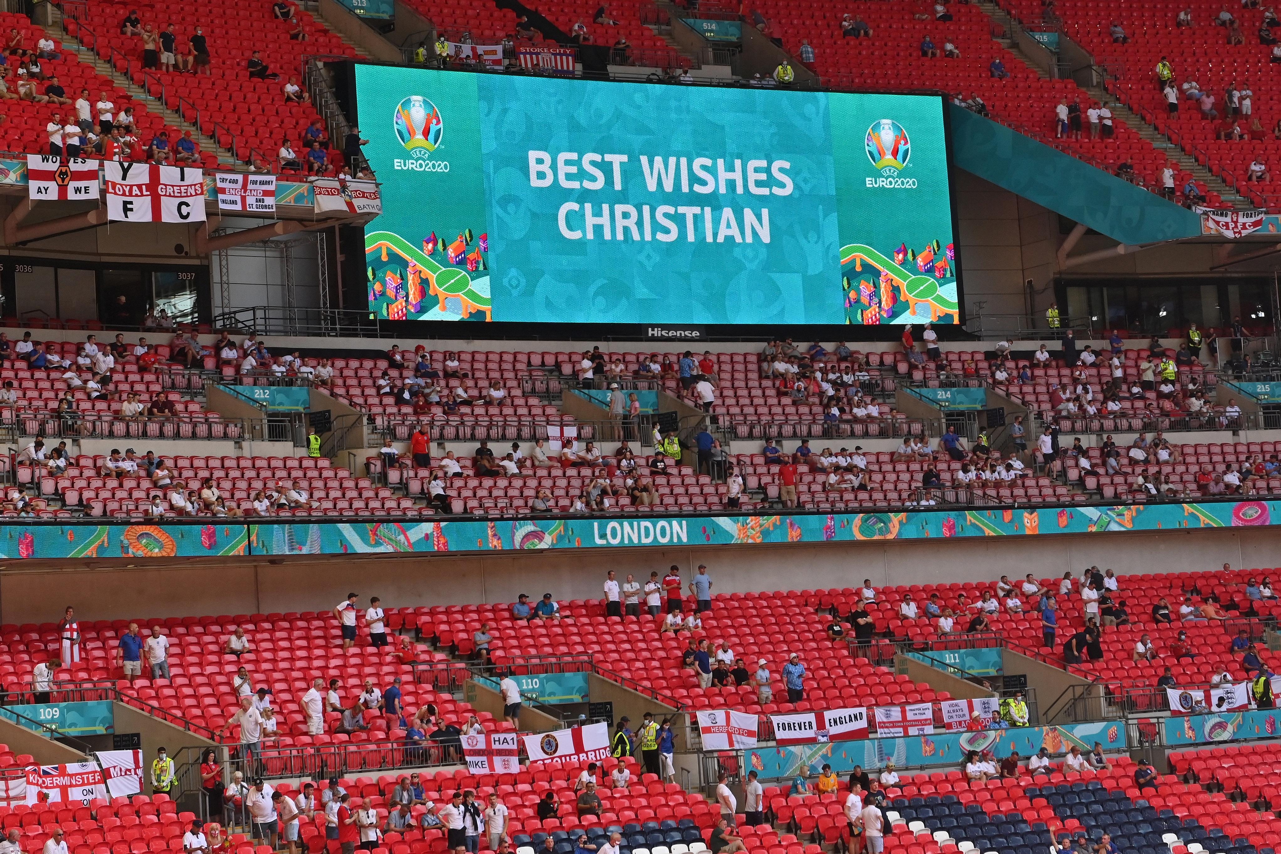 Lezuhant egy néző a Wembley lelátójáról