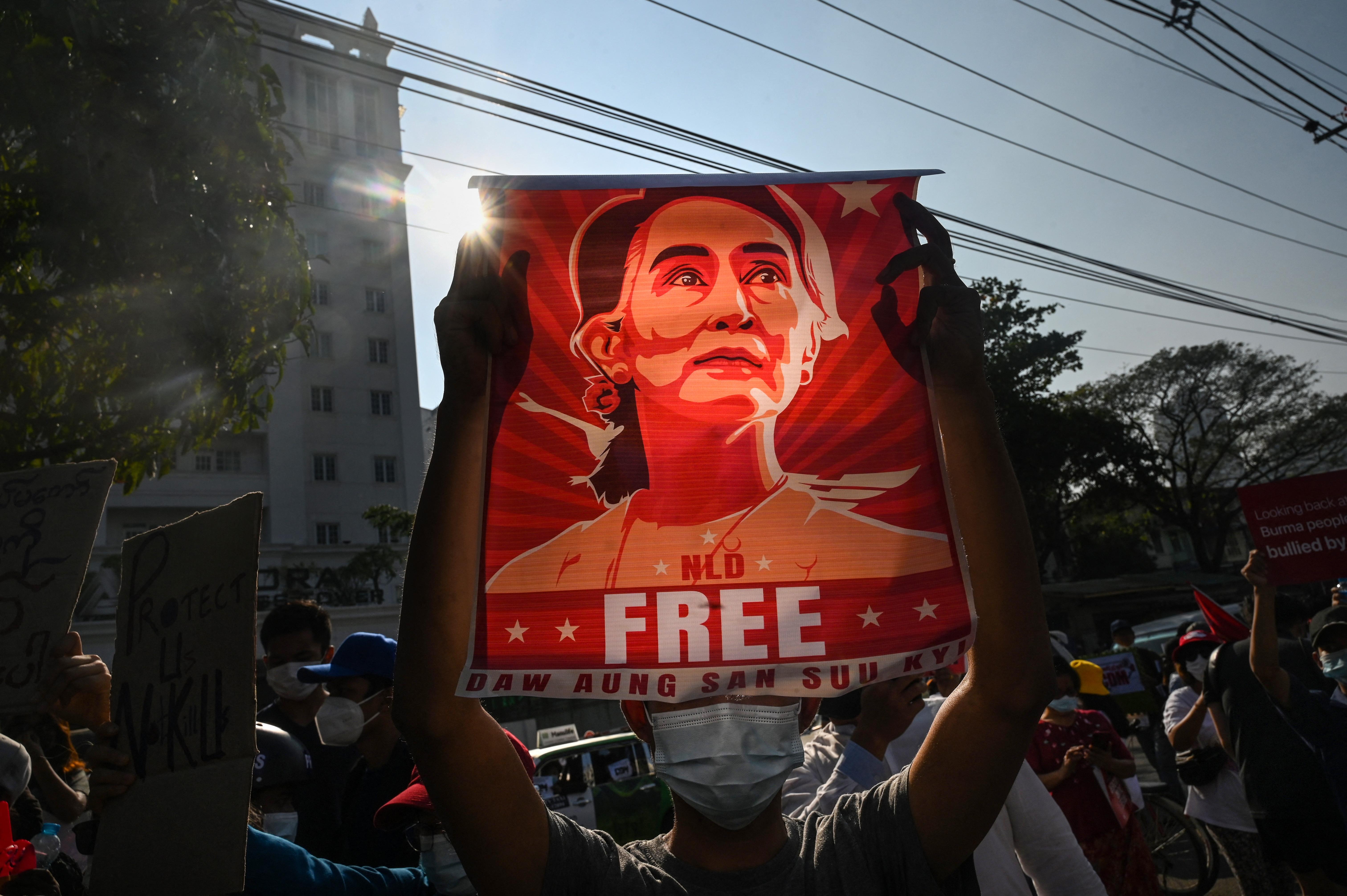 Elkezdődött Mianmarban a puccsal megbuktatott Aung Szan Szú Kjí pere