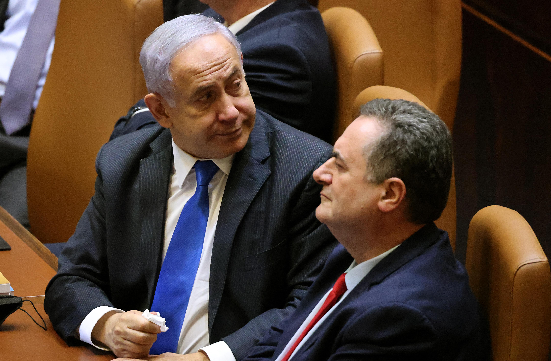 Netanjahu megszokásból visszaült a miniszterelnöki székbe