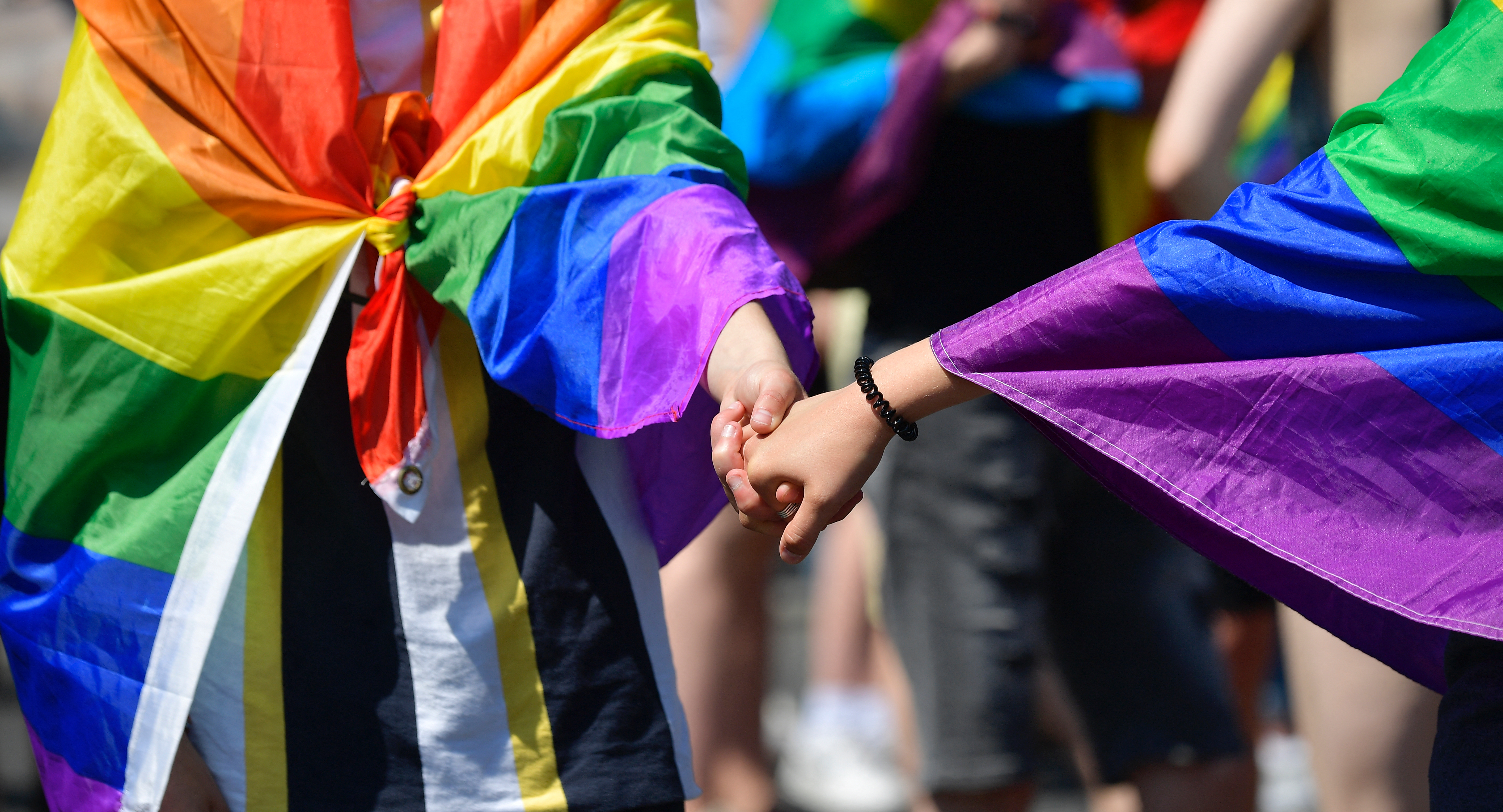 A magyarok 62 százaléka szerint az azonos nemű párok ugyanolyan jól fel tudnak nevelni egy gyereket, mint a hetero szülők