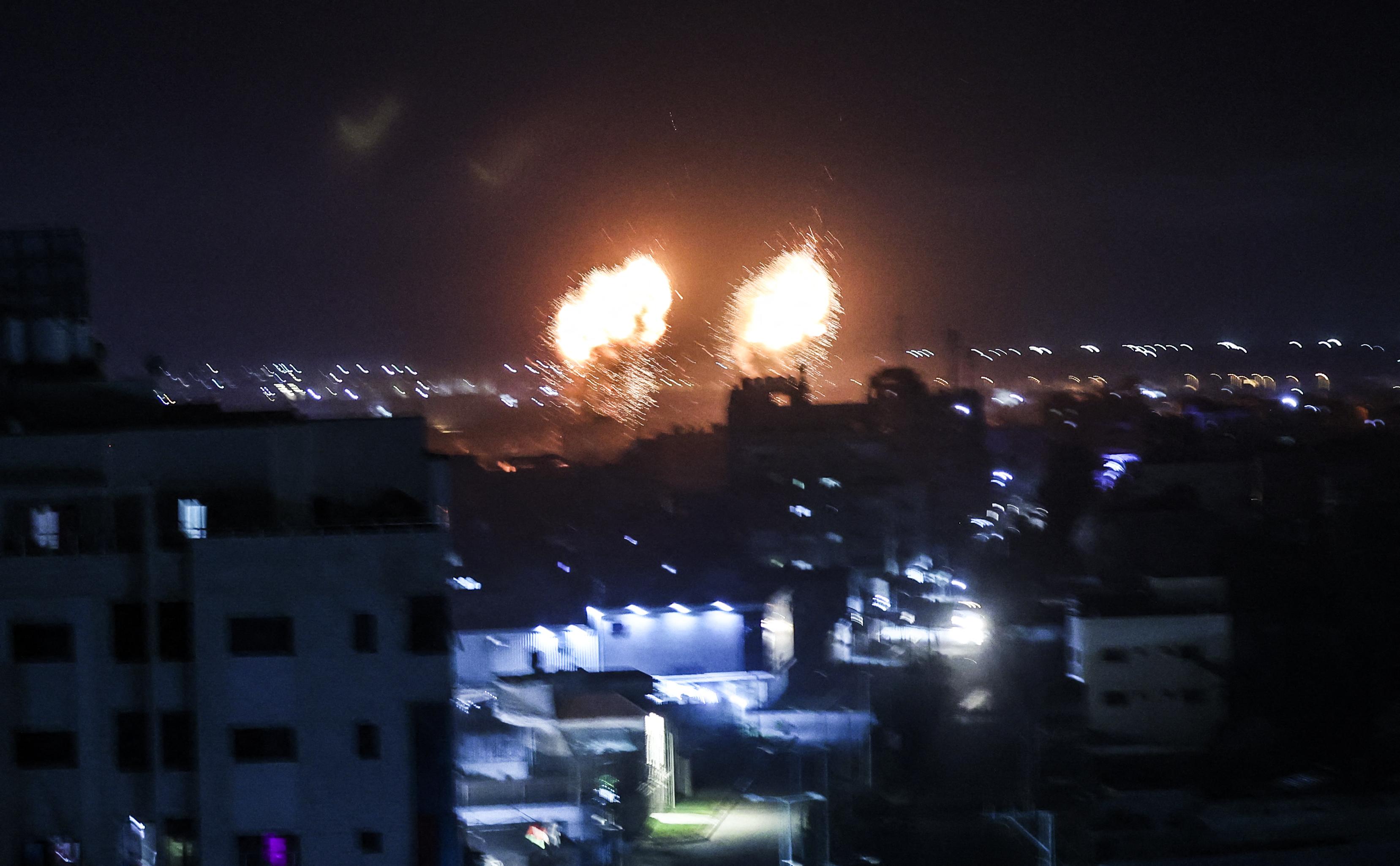 Izrael légicsapásokkal válaszolt a Hamász gyújtóléggömbjeire