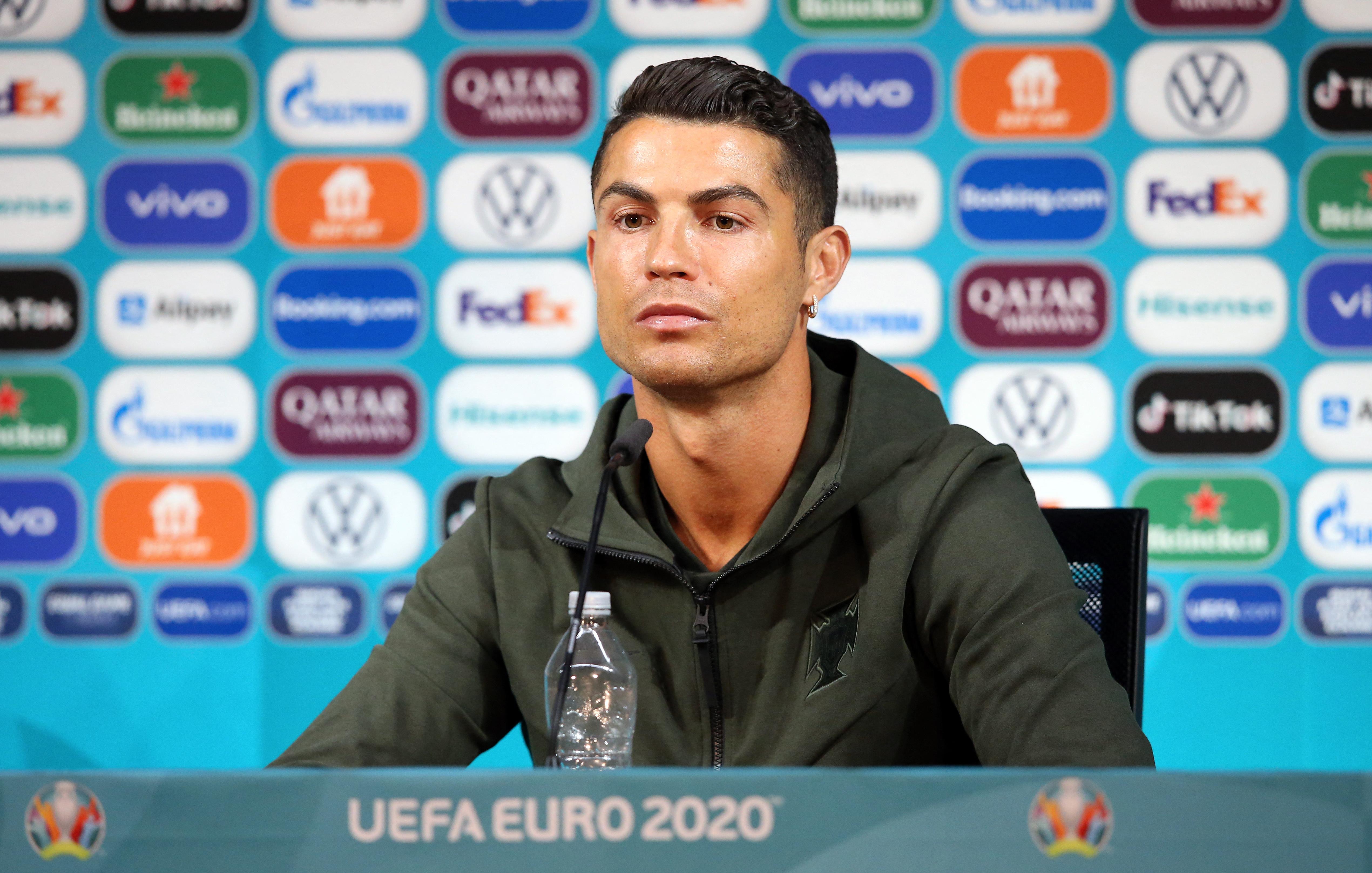 4 milliárd dollárt zuhant a Coca-Cola piaci értéke, miután C. Ronaldo fintorogva félretolta az üvegét