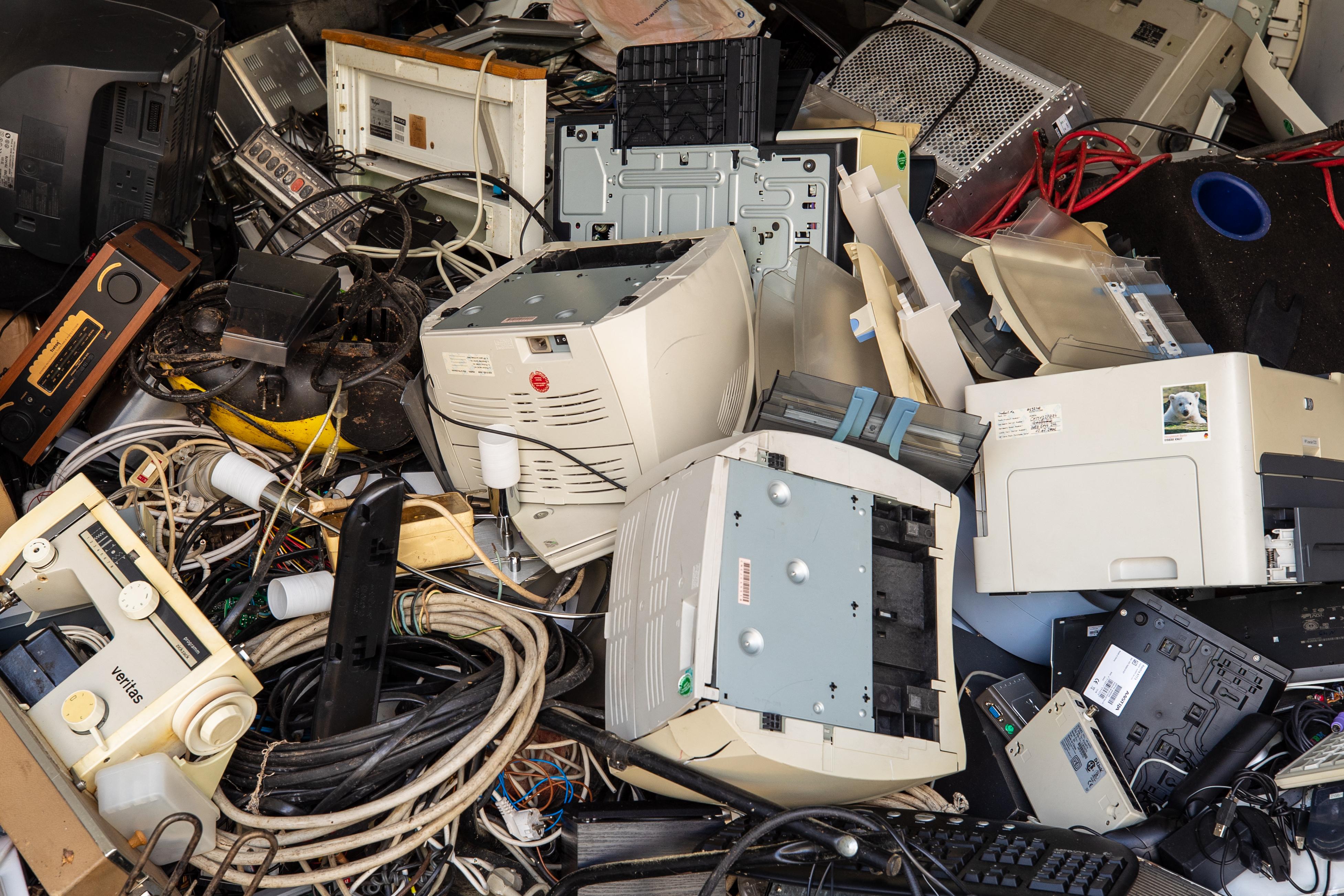 A WHO figyelmeztetése szerint súlyosan veszélyeztetik a gyerekek egészségét az elektronikai hulladékok