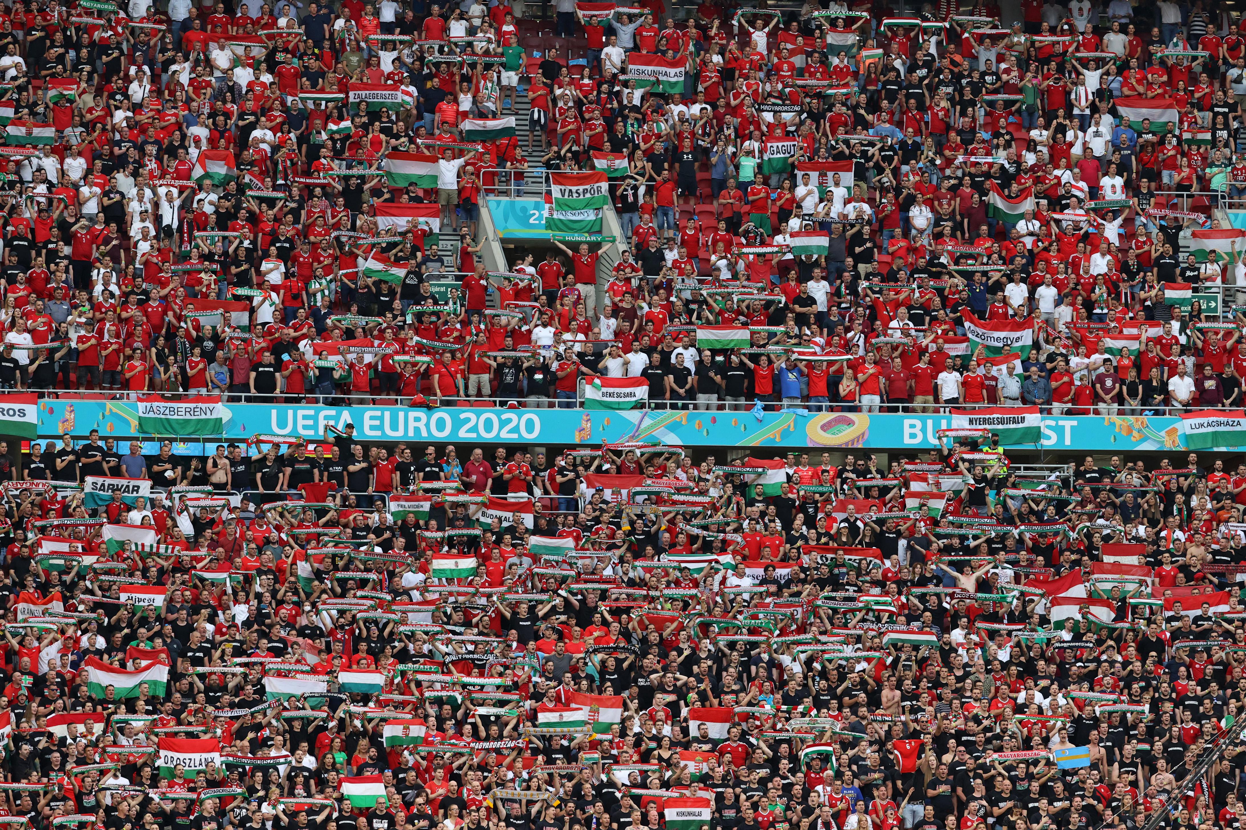 Az UEFA panaszt kapott a homofób magyar drukkerek miatt