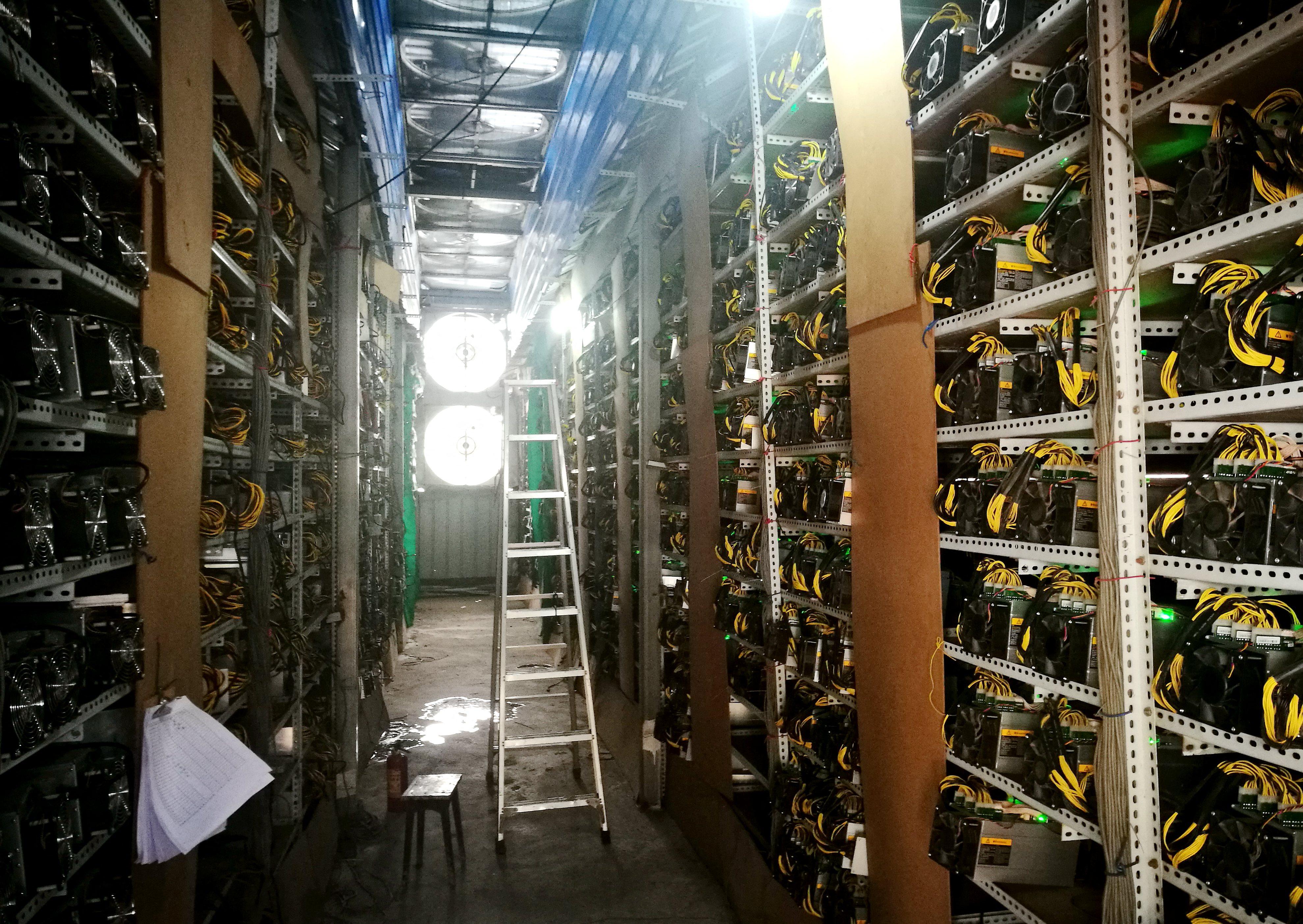 Elkezdődött Kínában a bitcoinbányászok kivándorlása, Texas lehet az új célpont