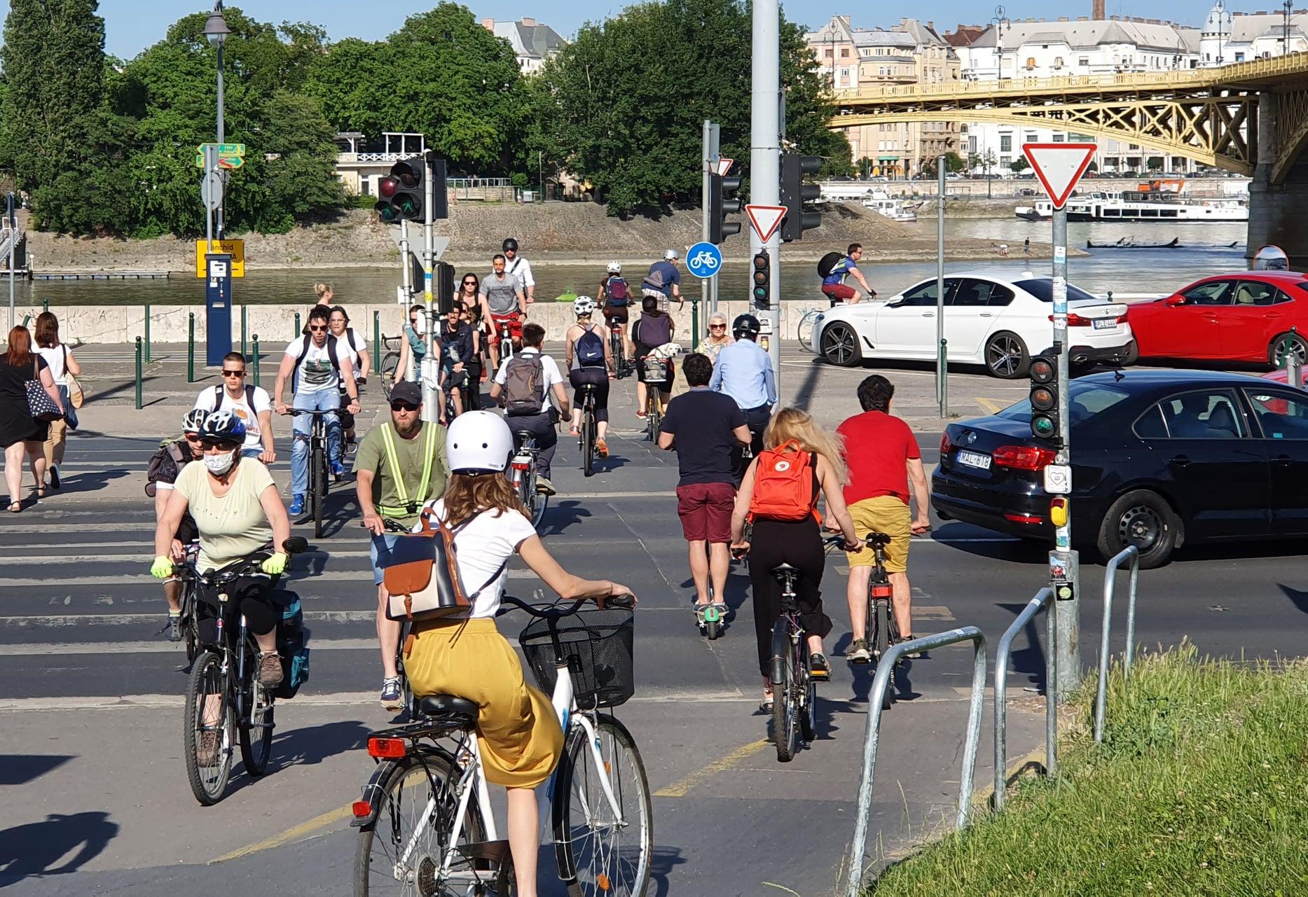 Sorra dőlnek meg a biciklis forgalmi rekordok Budapesten