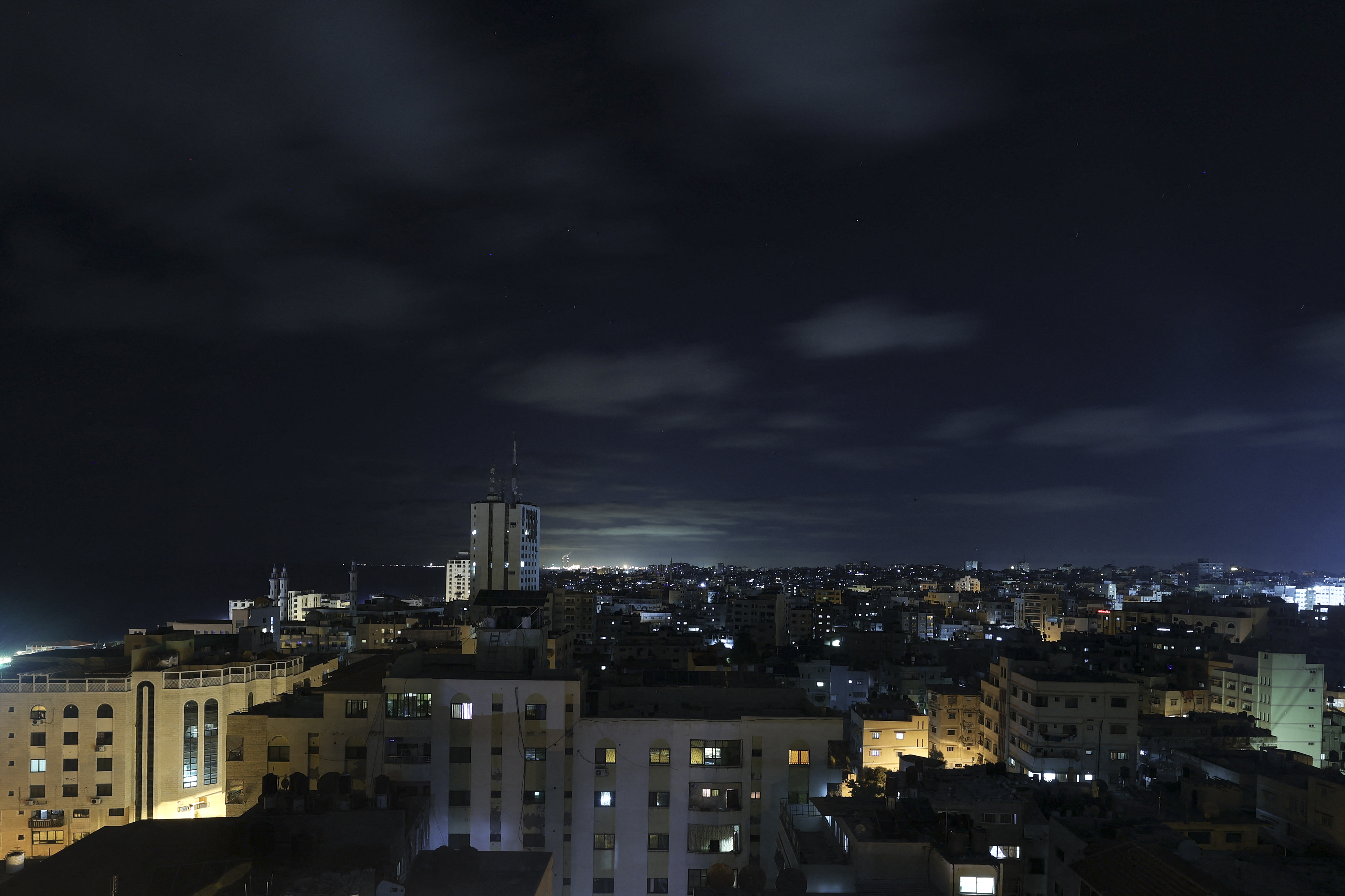 Csütörtök éjjel Izrael újra bombázta Gázát
