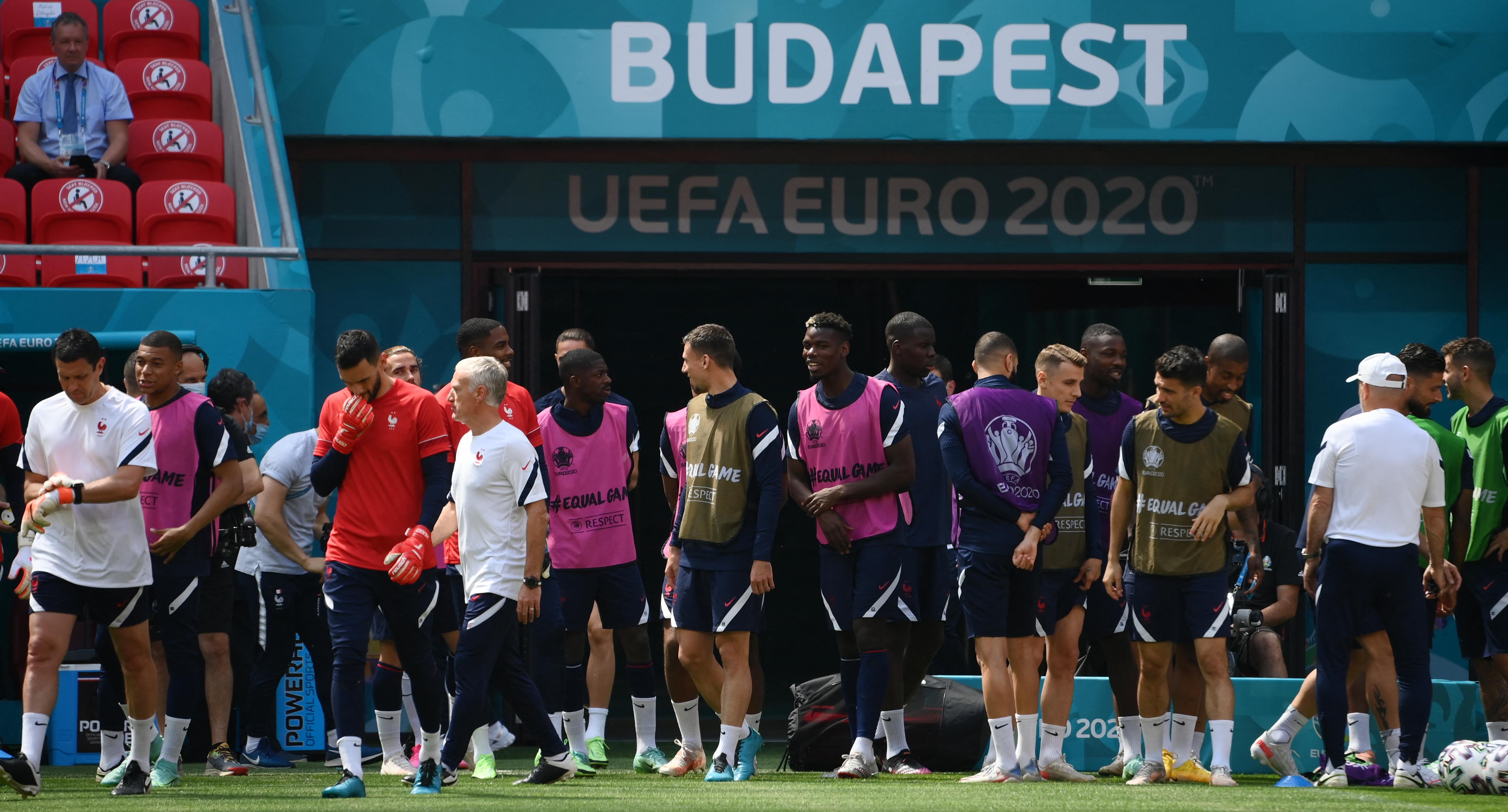 Hőség és a térdelő világbajnok vár a magyar csapatra