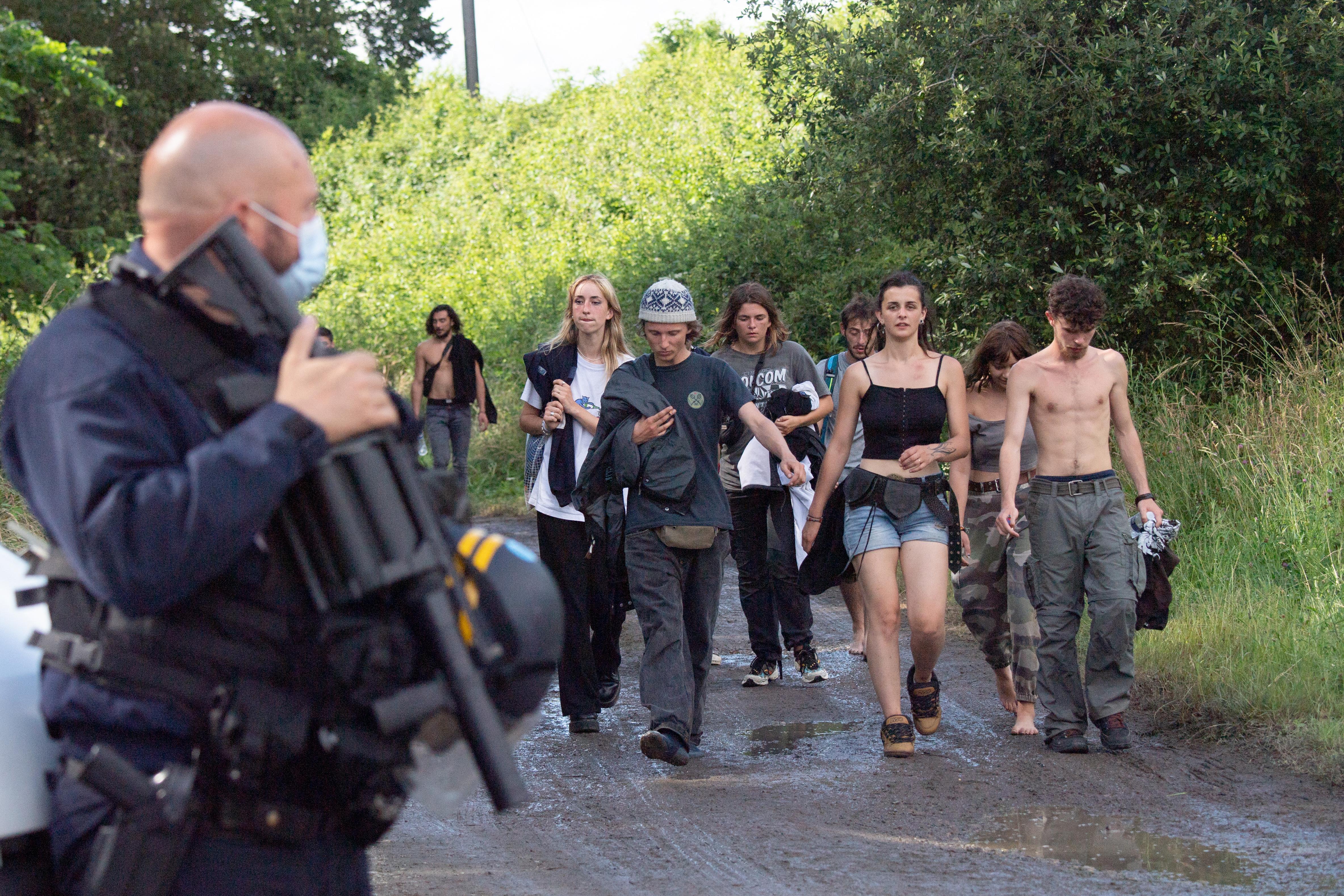 Lecsaptak a francia rendőrök egy illegális rave-re, egy bulizó elvesztette a kezét