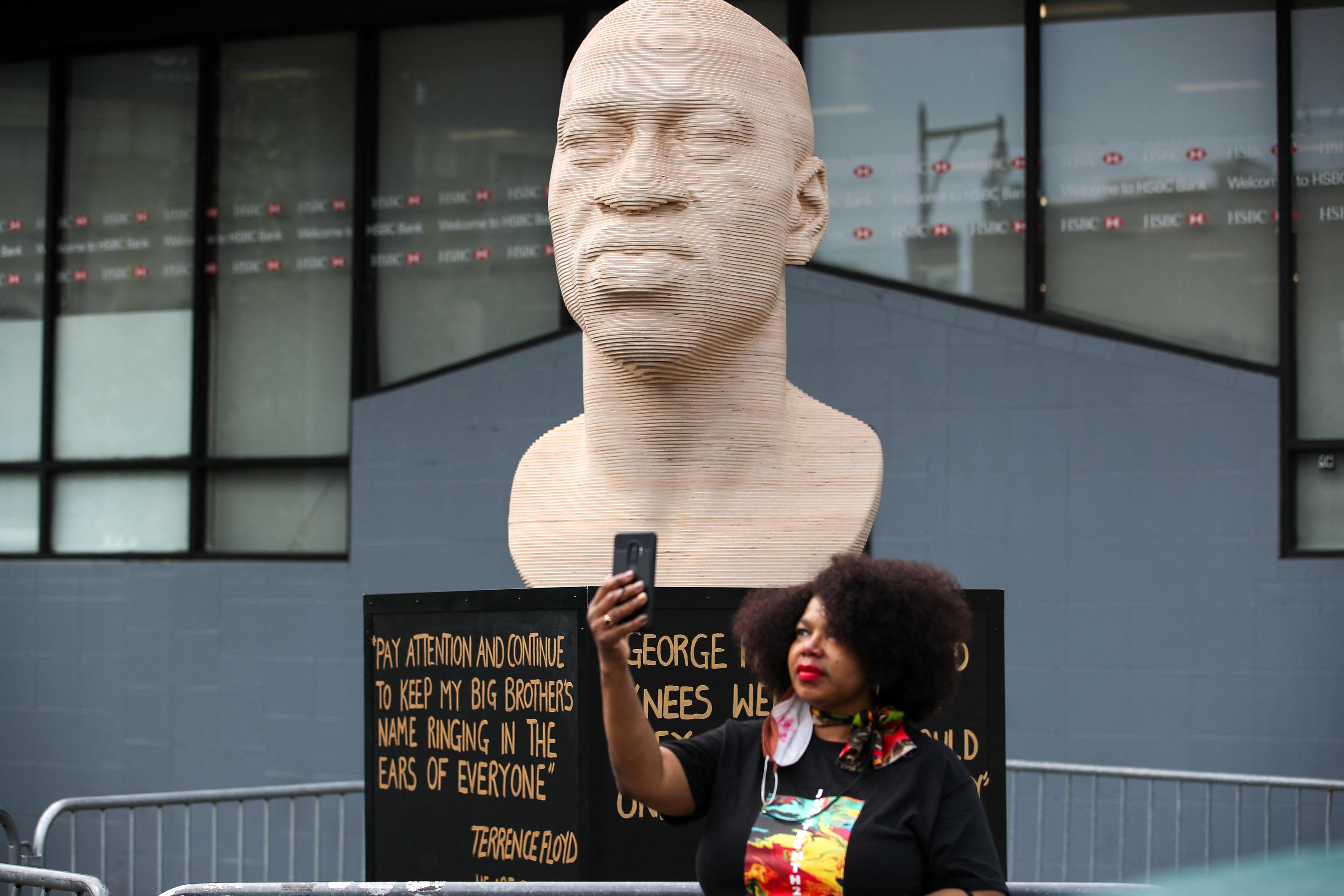 Nemzeti ünneppé tették Amerikában a rabszolgaság eltörlését, New Yorkban szobrot avattak George Floydnak