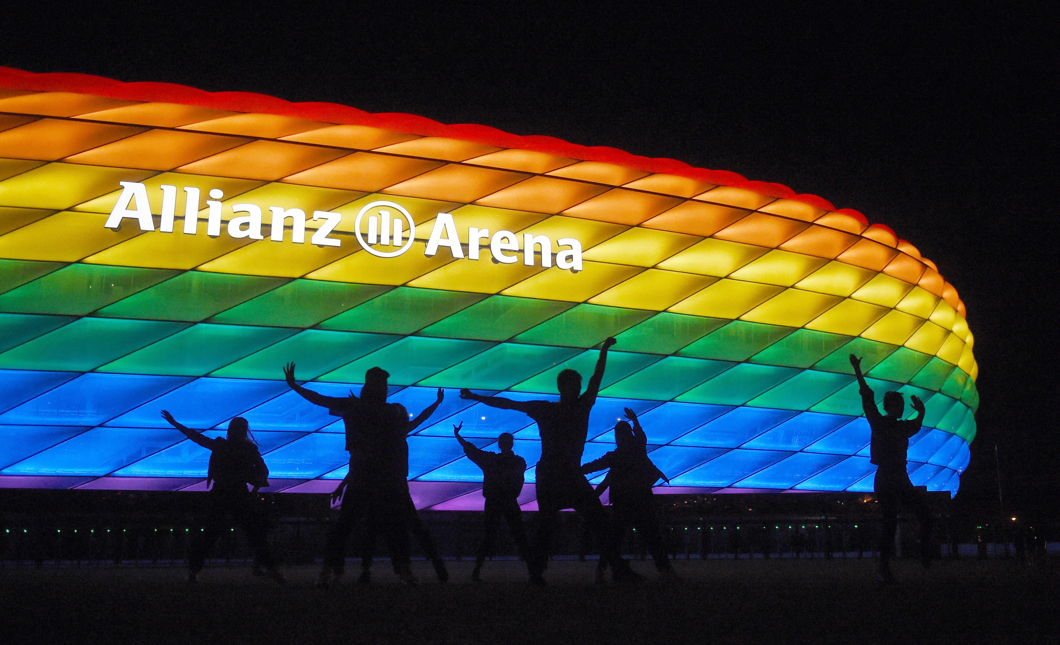 Úgy néz ki, nem lehet szivárványszínű a müncheni stadion