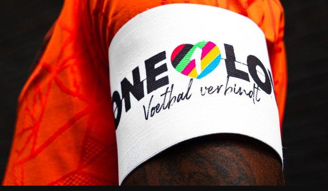 Különleges karszalaggal készül a holland válogatott a budapesti meccsükre
