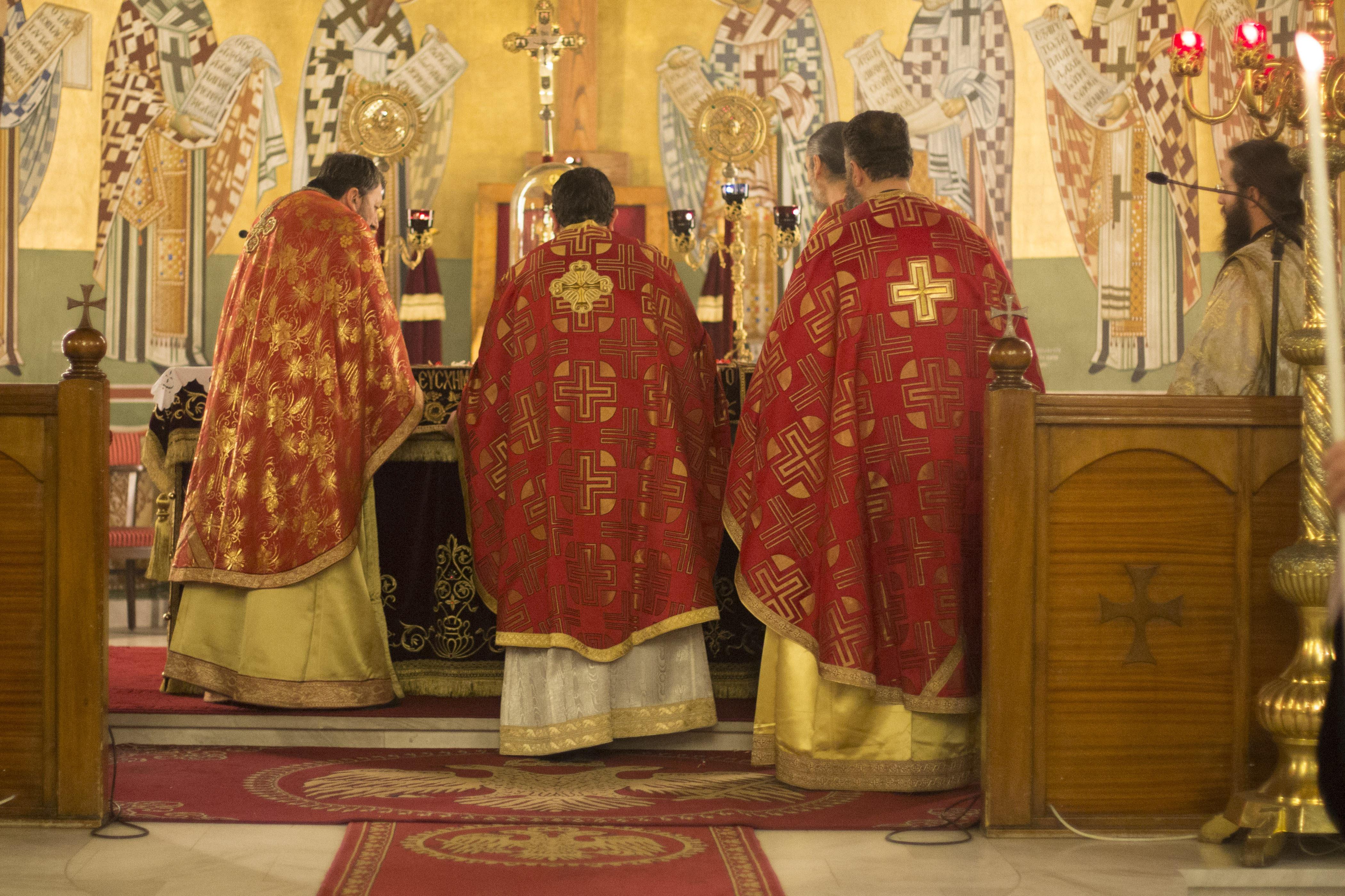 Kokaint rejtett a reverendája alá, savval támadt a püspökökre