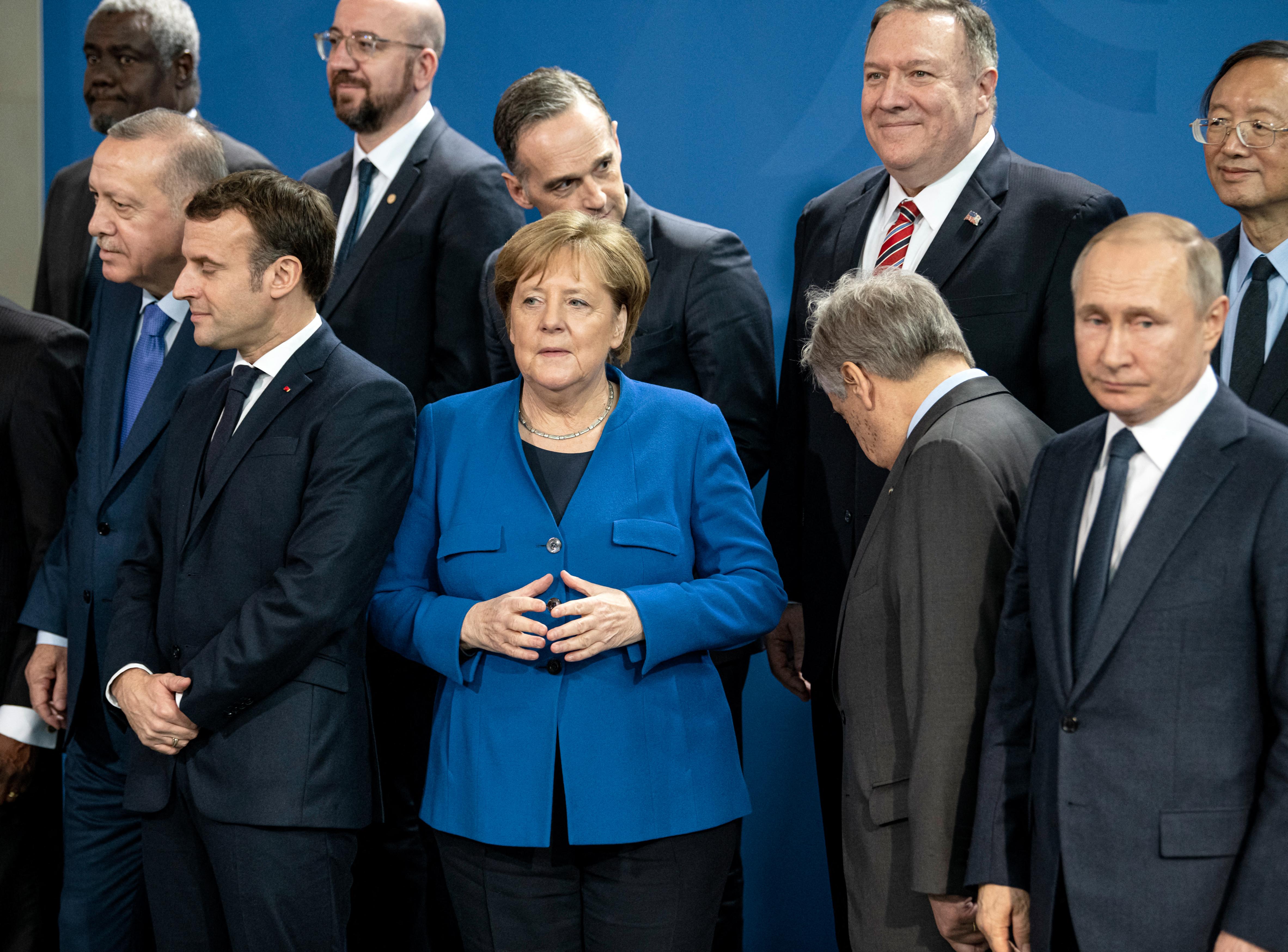 Merkel és Macron leülnének Putyinnal