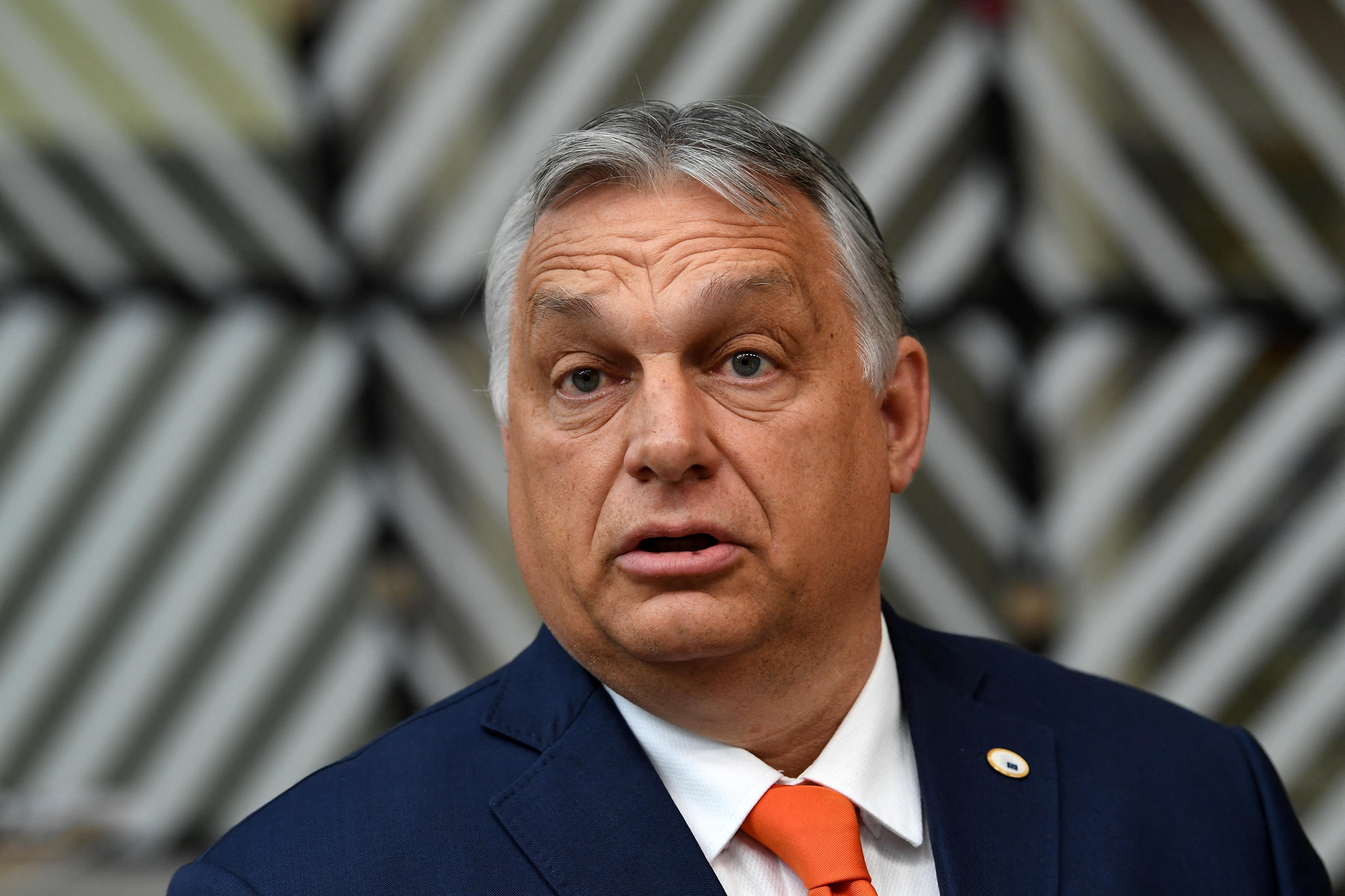 Orbán megint kormányhatározatban üzenget Brüsszelnek