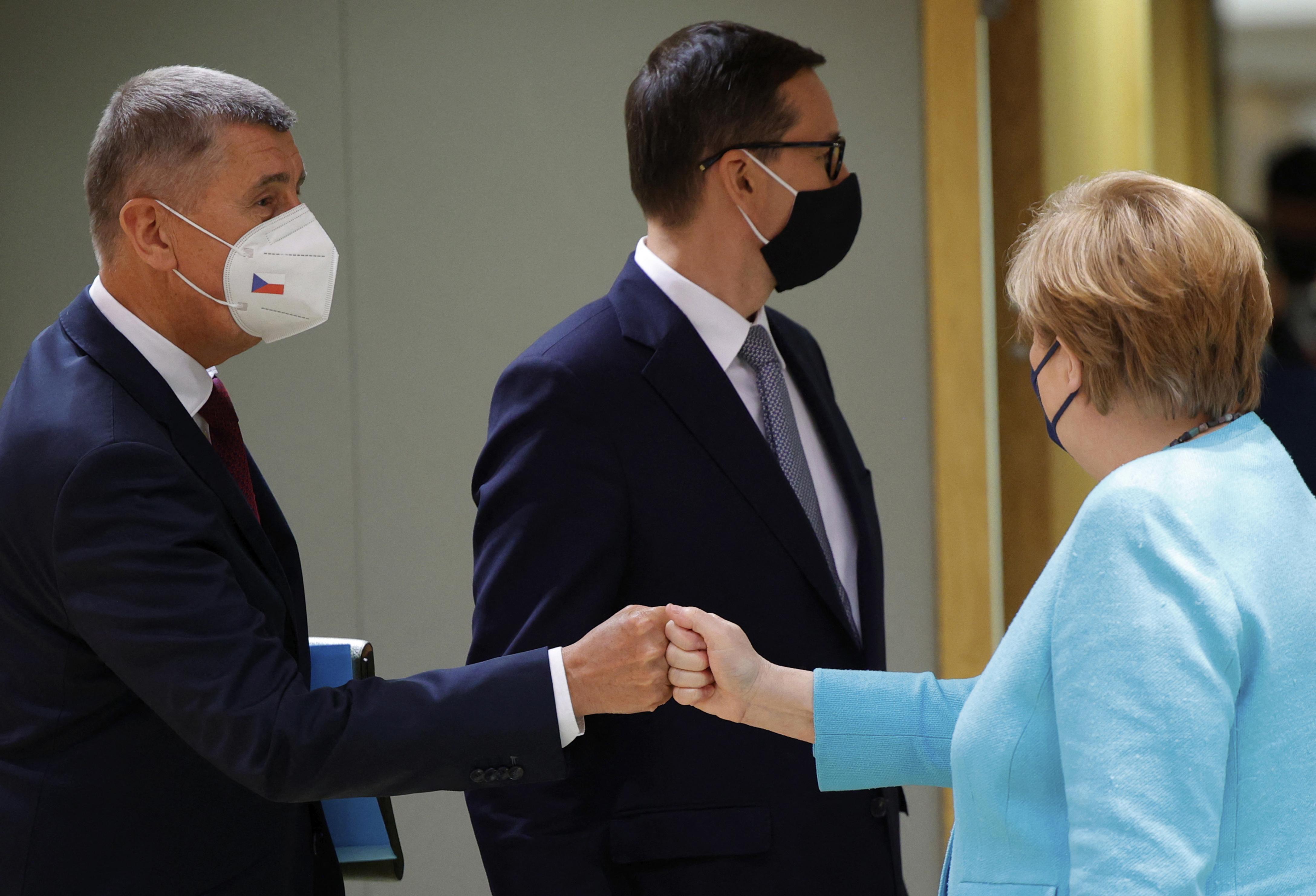 Csak Merkel és Macron találkozna Putyinnal