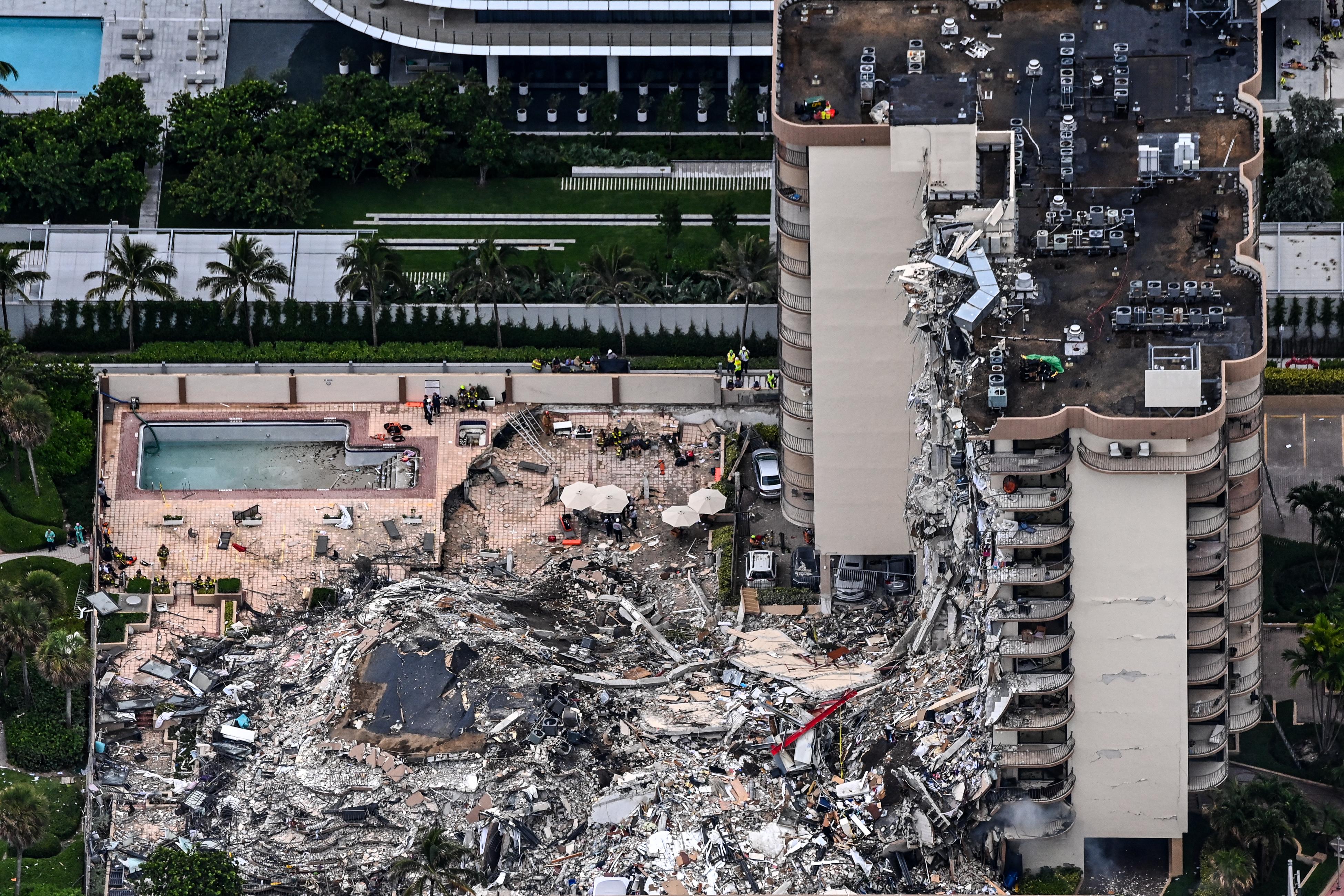 Közel száz embert nem találnak, miután összeomlott egy lakóház Miamiban