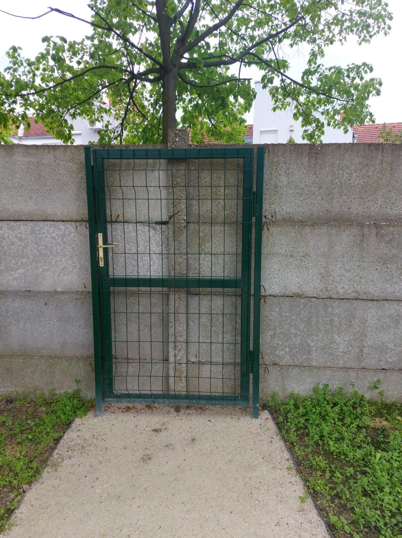 Benne volt a pályázatban, szóval kaput raktak a szolnoki betonfalra