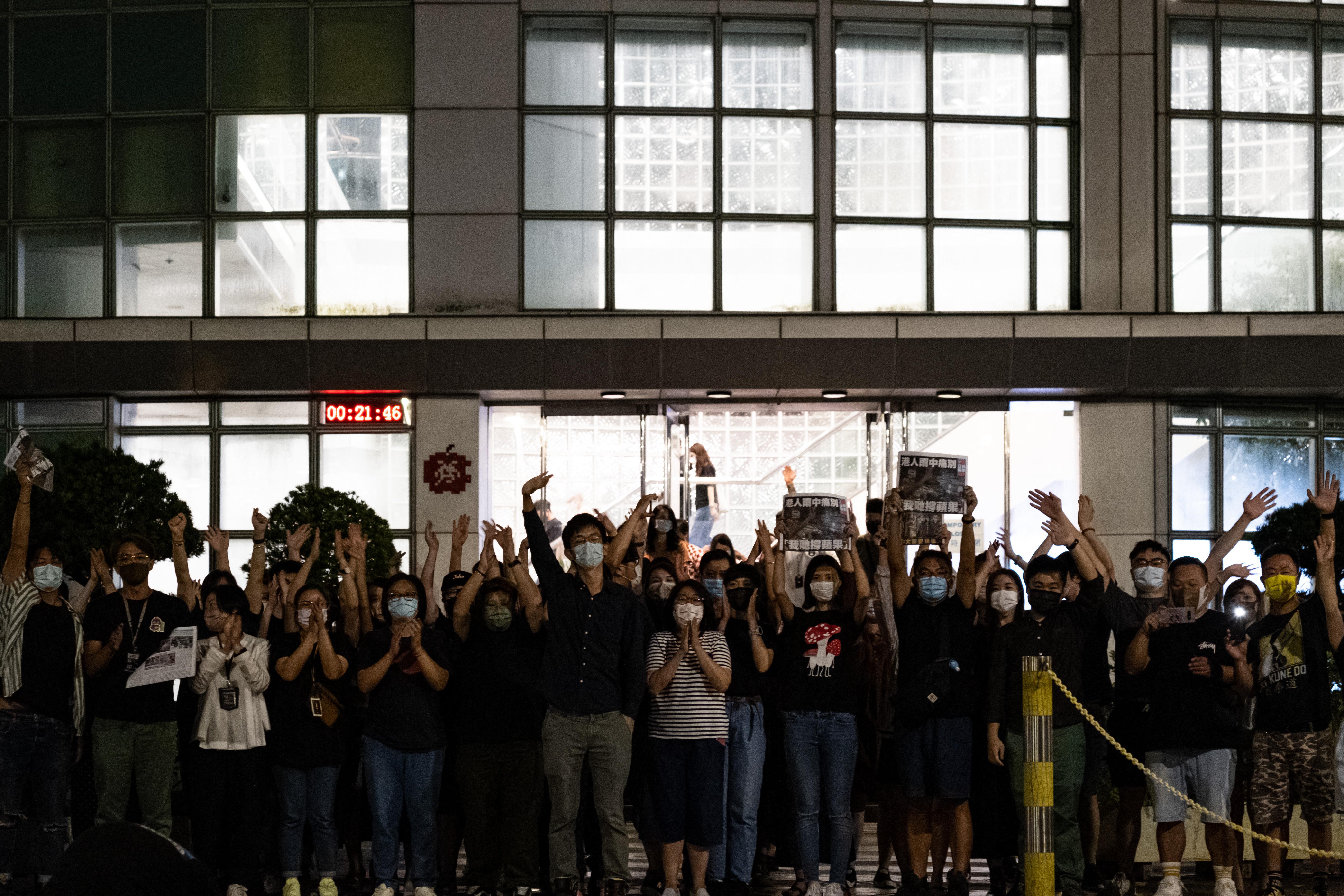 Hongkongban az Apple News hetedik újságíróját is letartóztatták