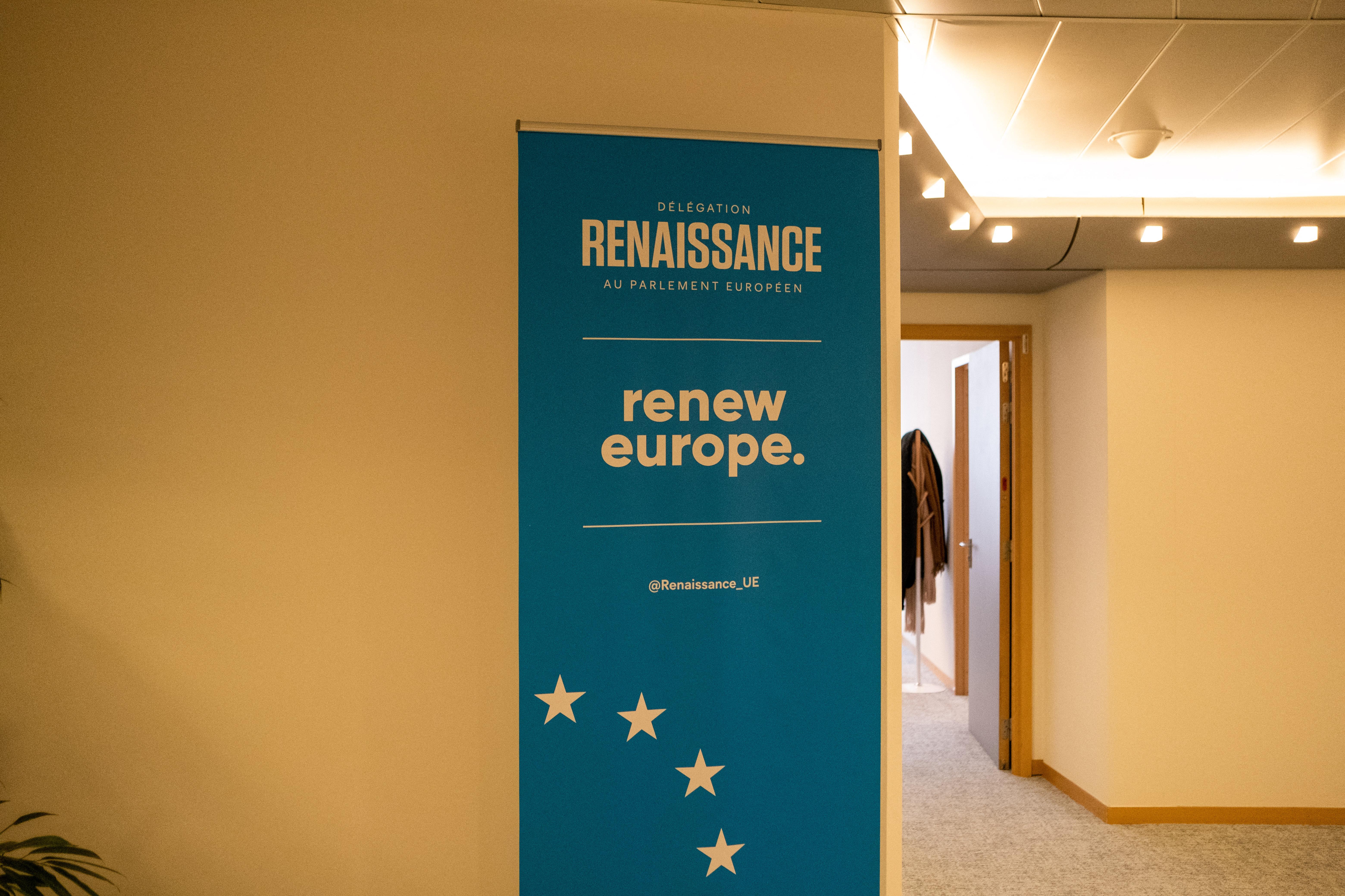 A Renew Europe rászólt Von der Leyenre, hogy csak úgy kerülhet pénz Magyarországra, ha az nem tűnik aztán el