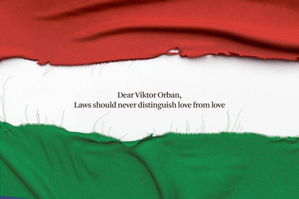 Egész oldalas, szivárványos hirdetésben száll bele Orbánék homofóbiájába a belga De Standaard napilap
